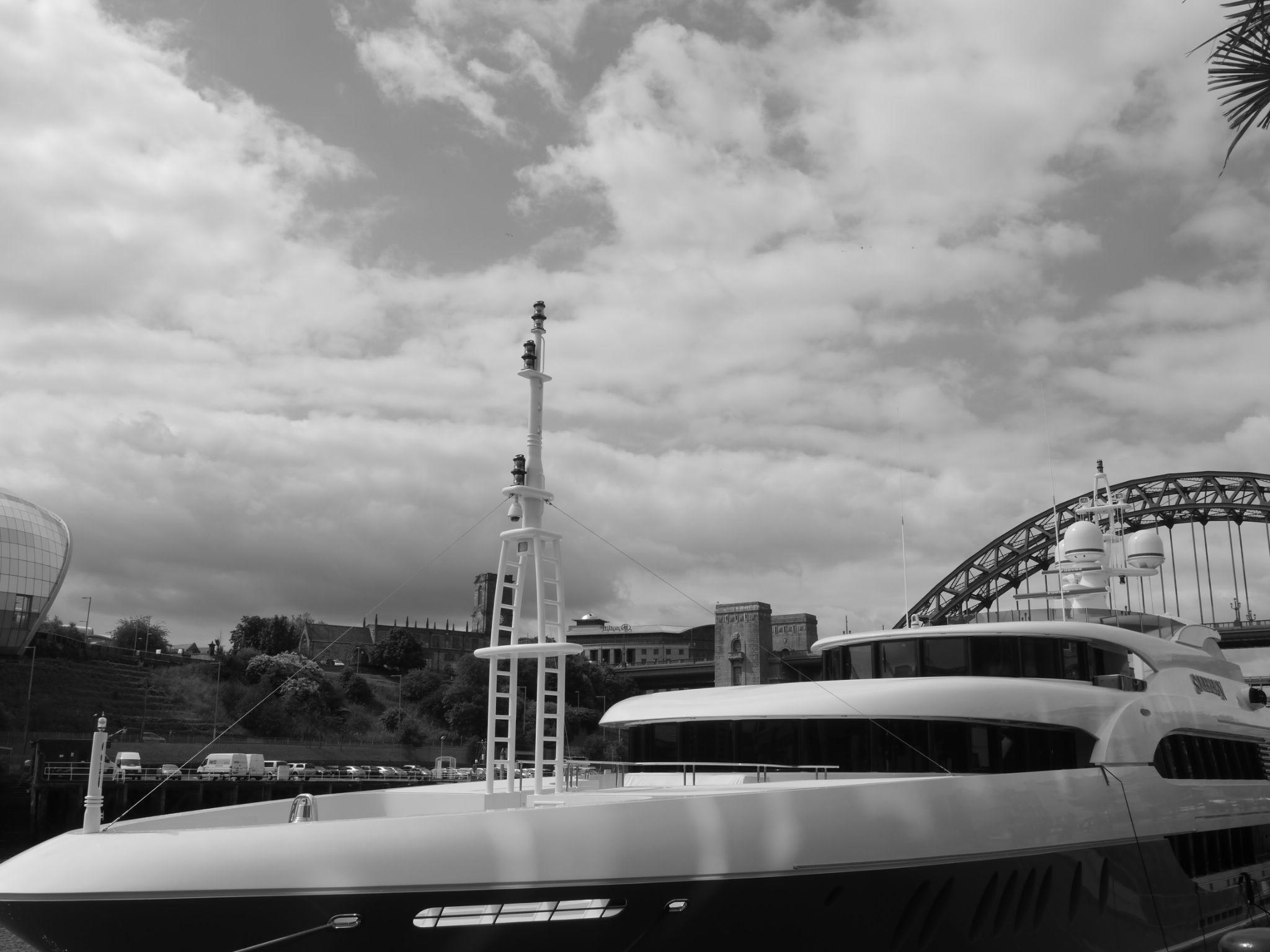 50 Million dollar boat on the Tyne today by Darren Turner