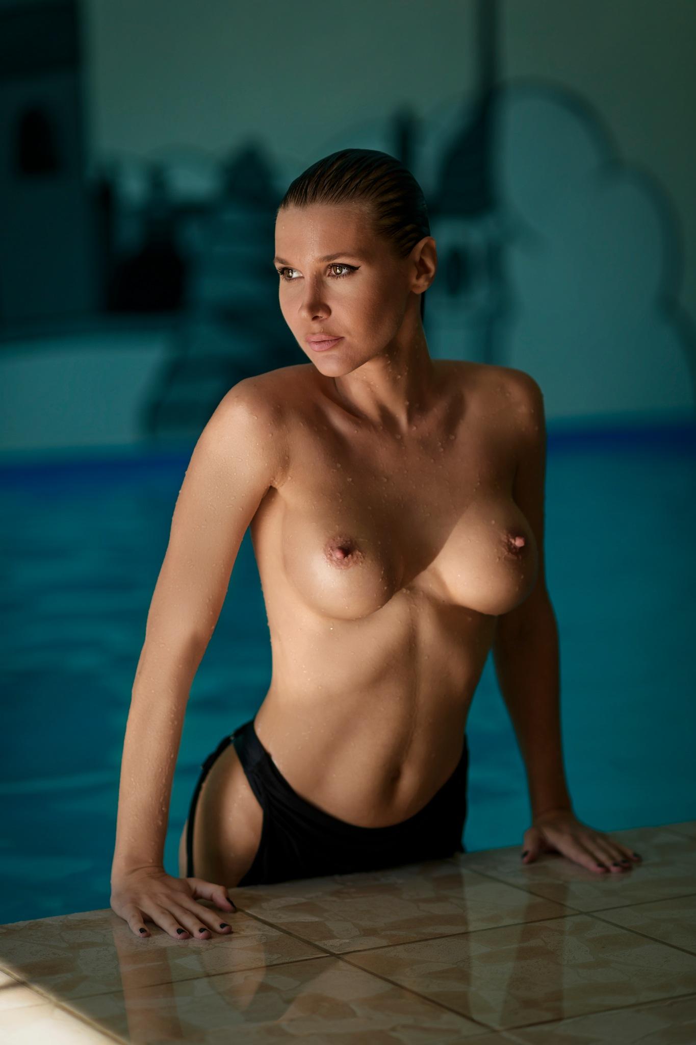 Wet skin by Chris Bos