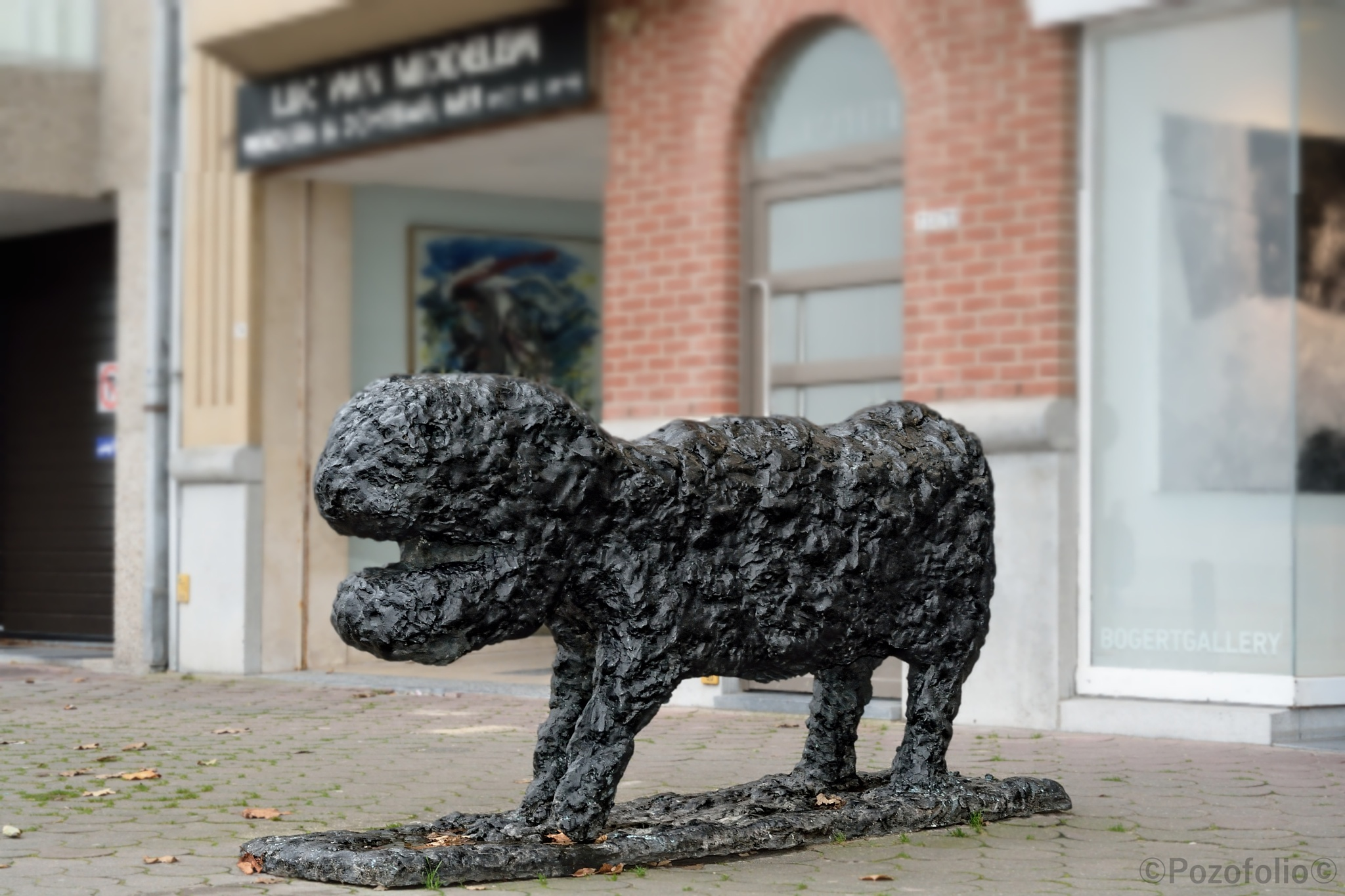 a dog sculpture by Pozofolio