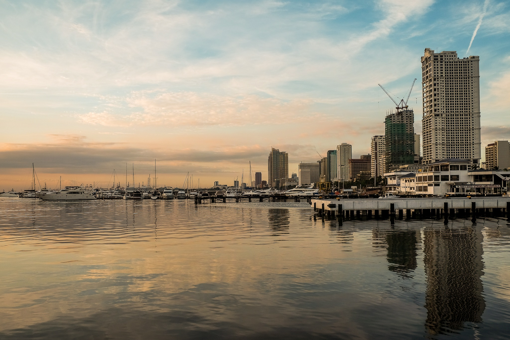Manila Bay  by sannyrav