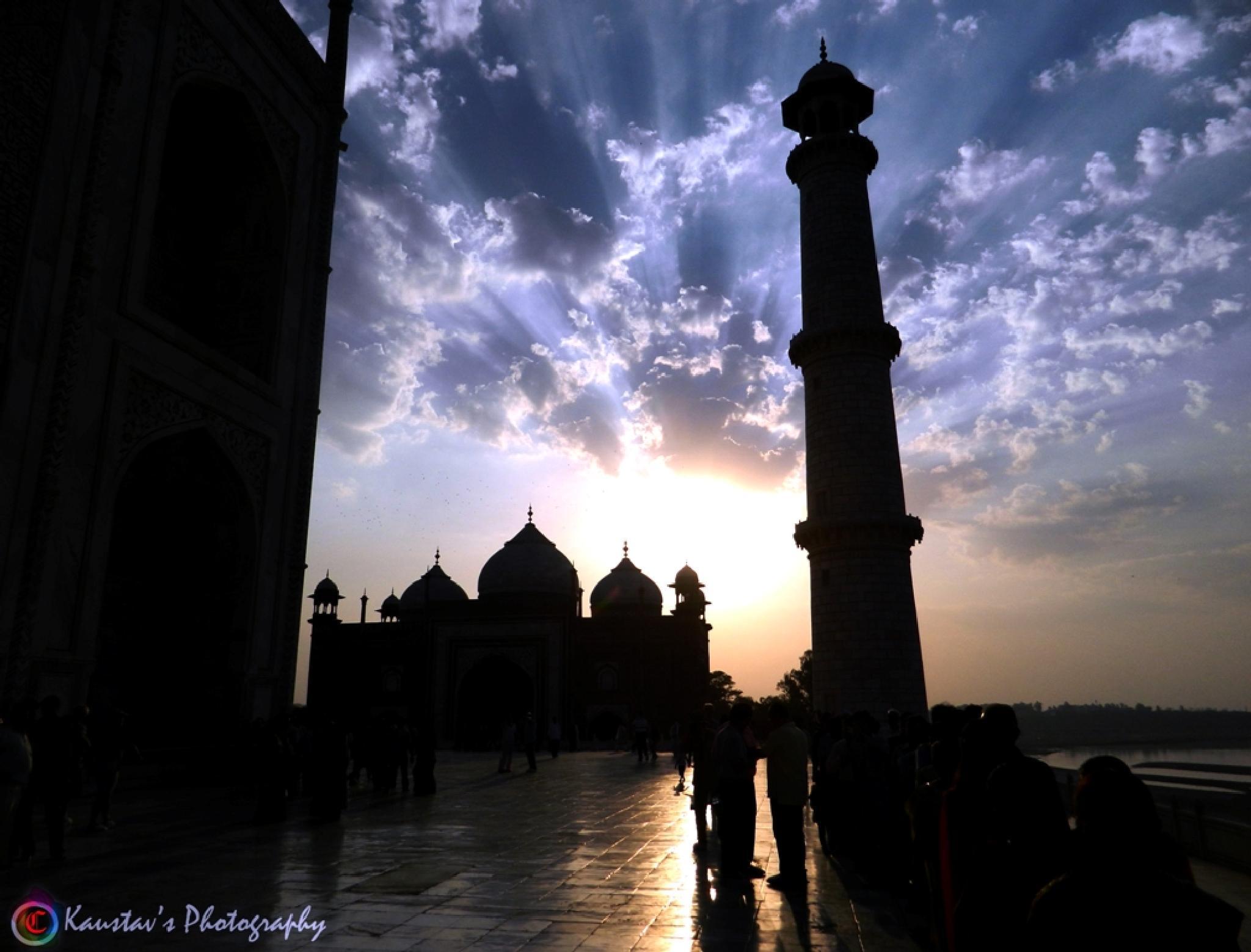 sunset of taj.. by Kaustav Chandra