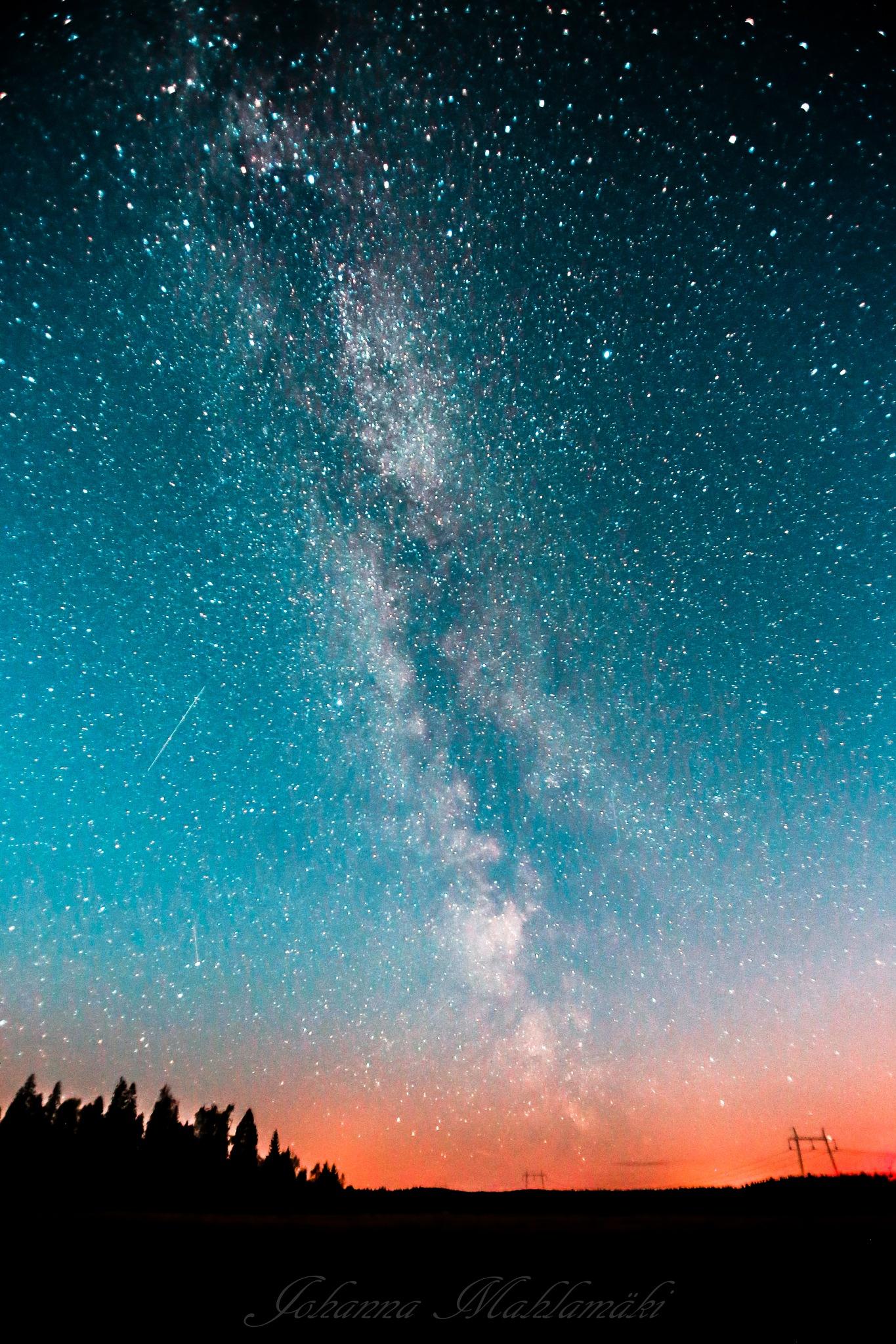 Milky way by Photos by Johanna Mahlamäki