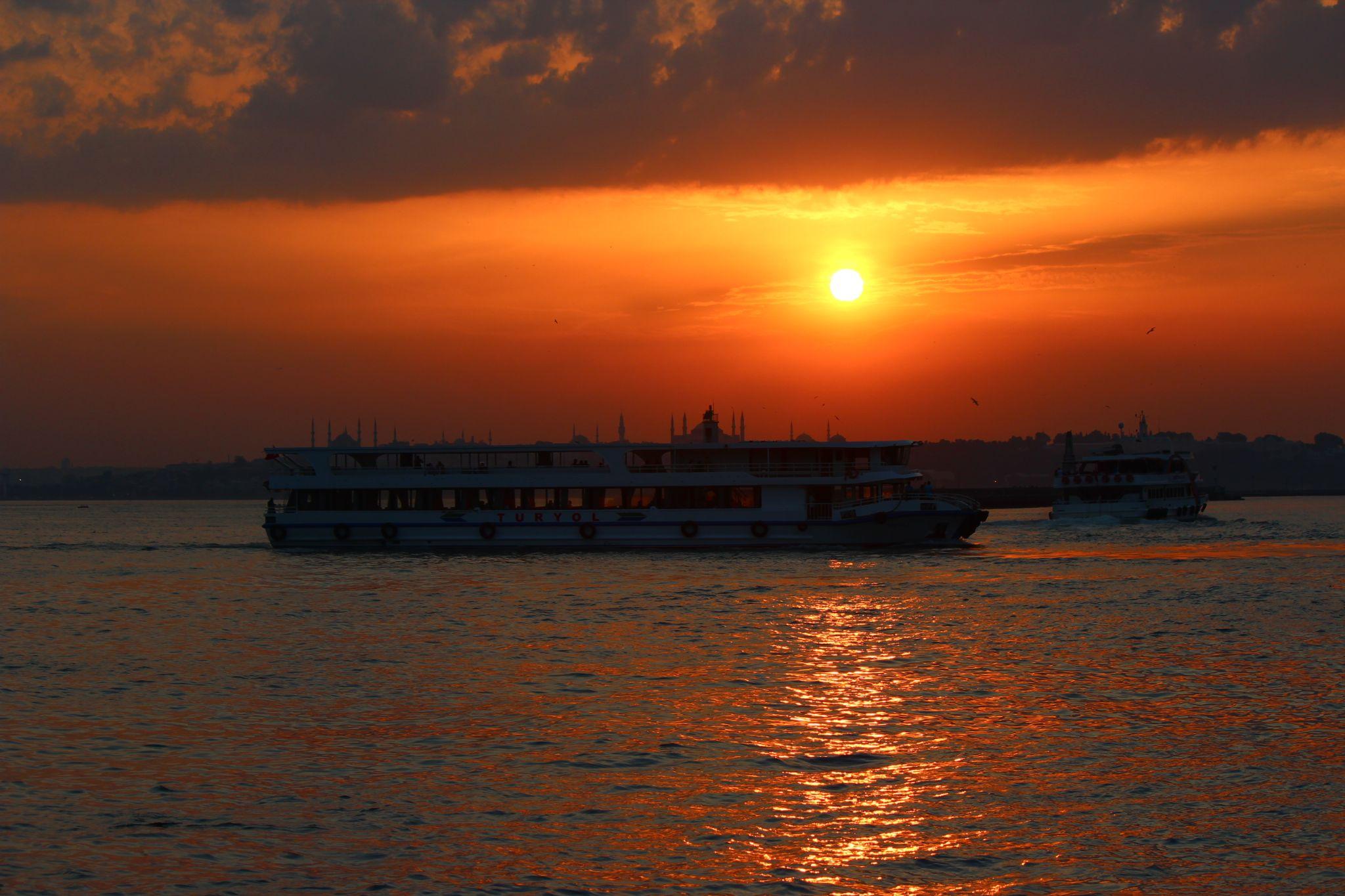 İstanbul sunset by Ali Kemal Özer