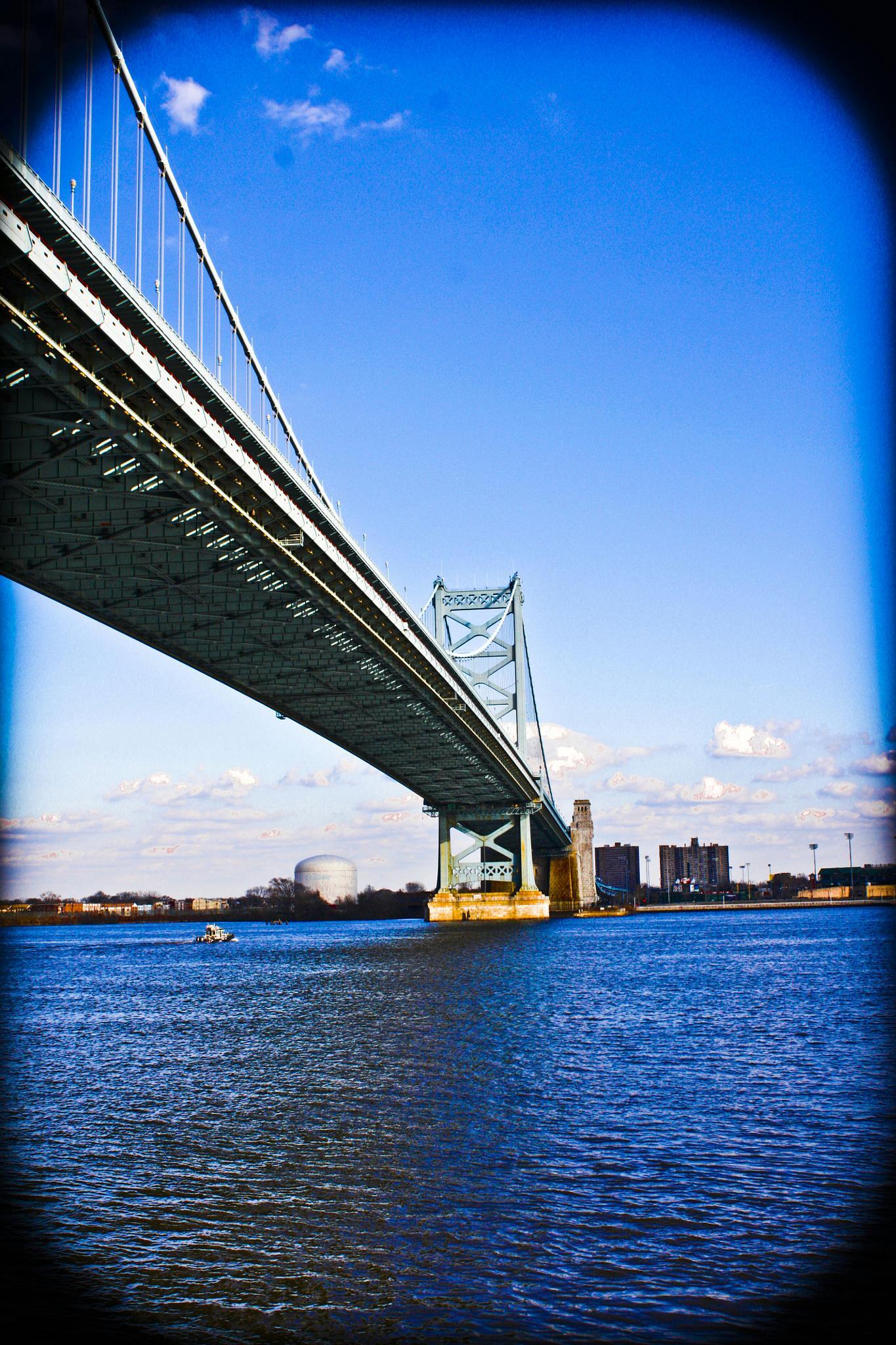 Benjamin Franklin bridge by lyssbonifacio