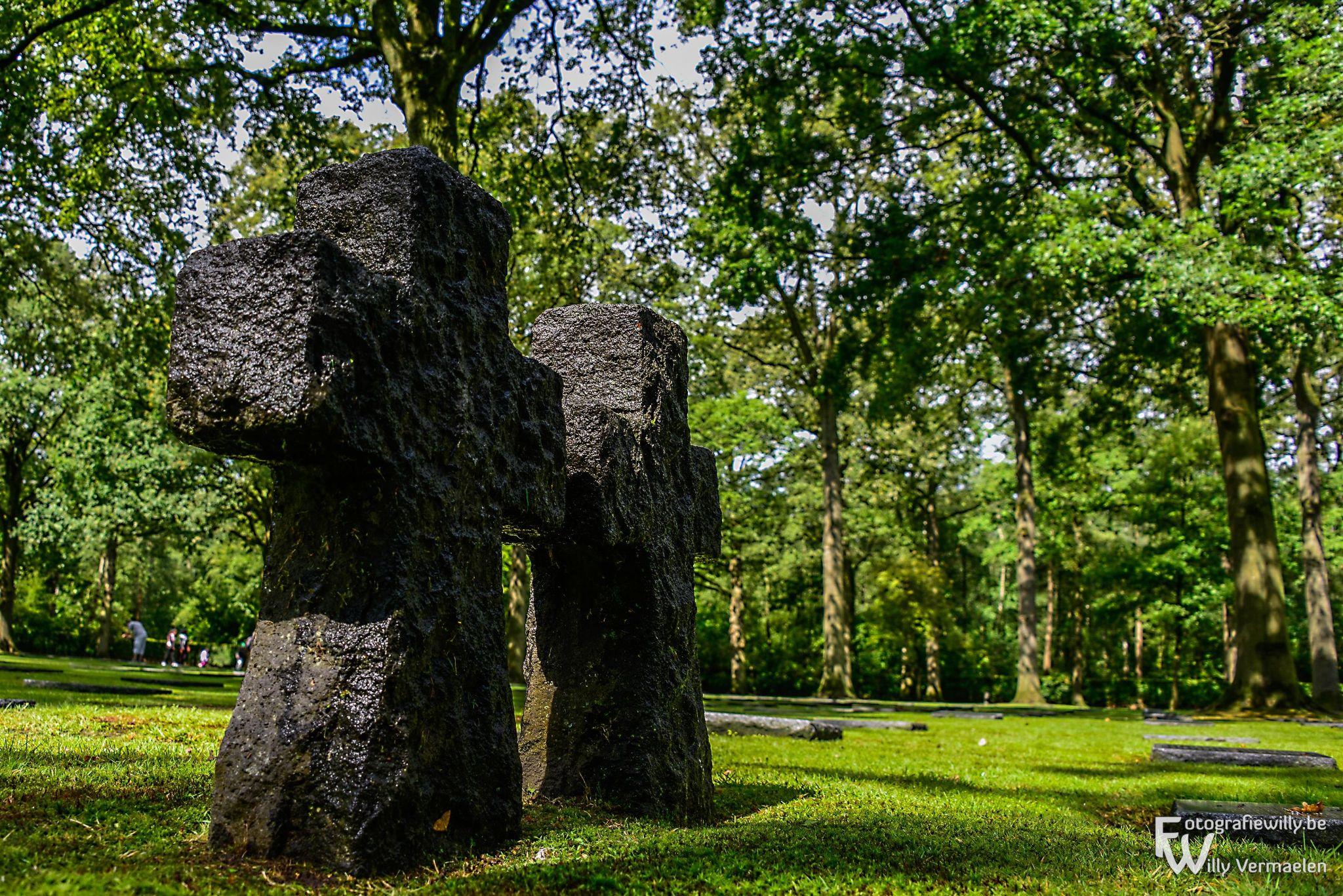World War II cementery  by fotografiewilly