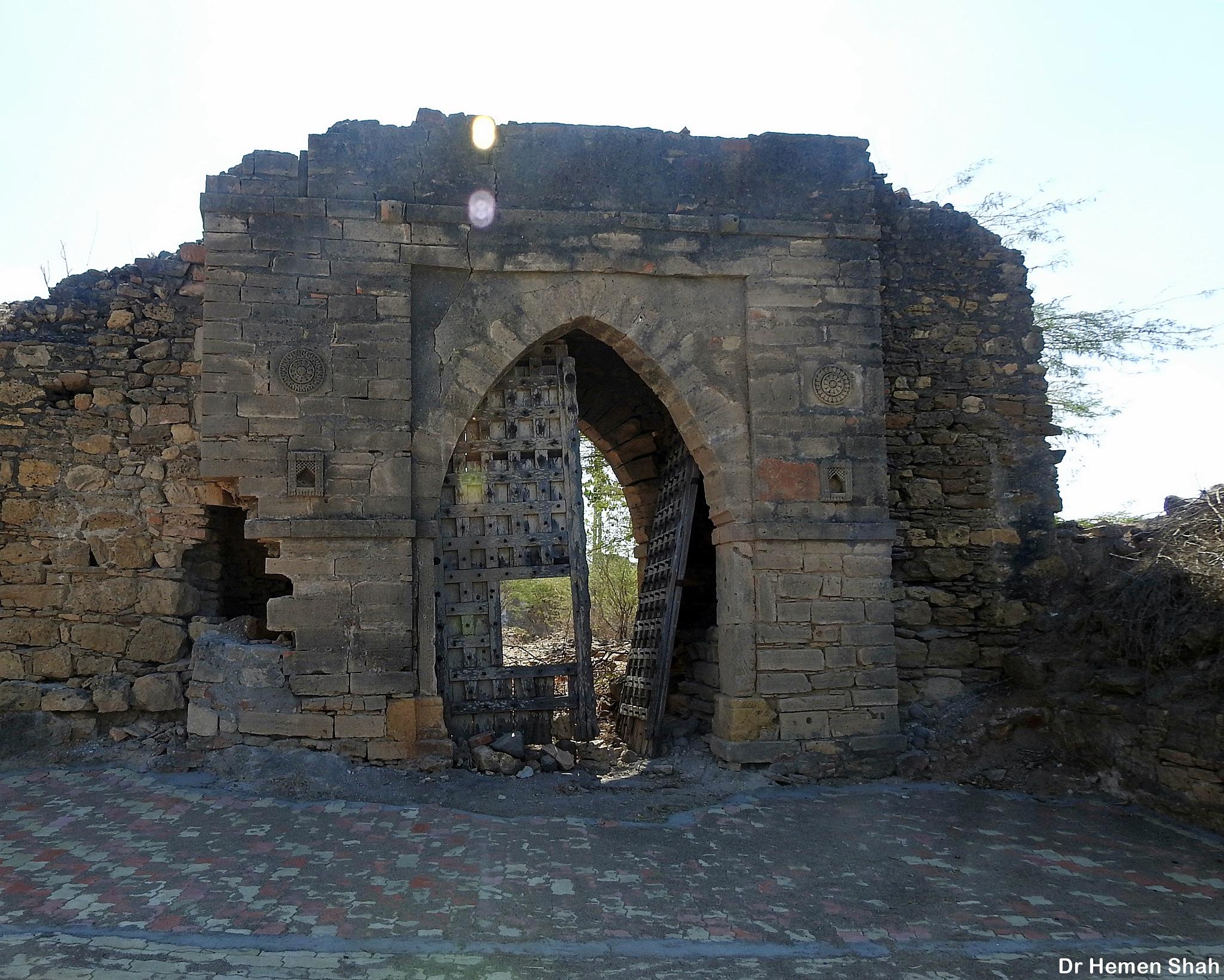 Main gate of damaged fort., Nandra village. by Hemen