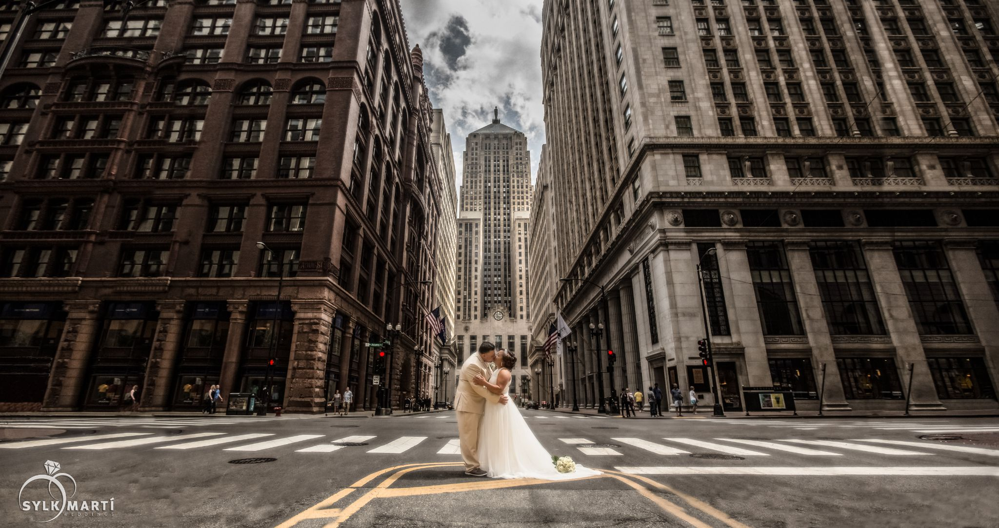 The first look and kiss... by sylkphotography