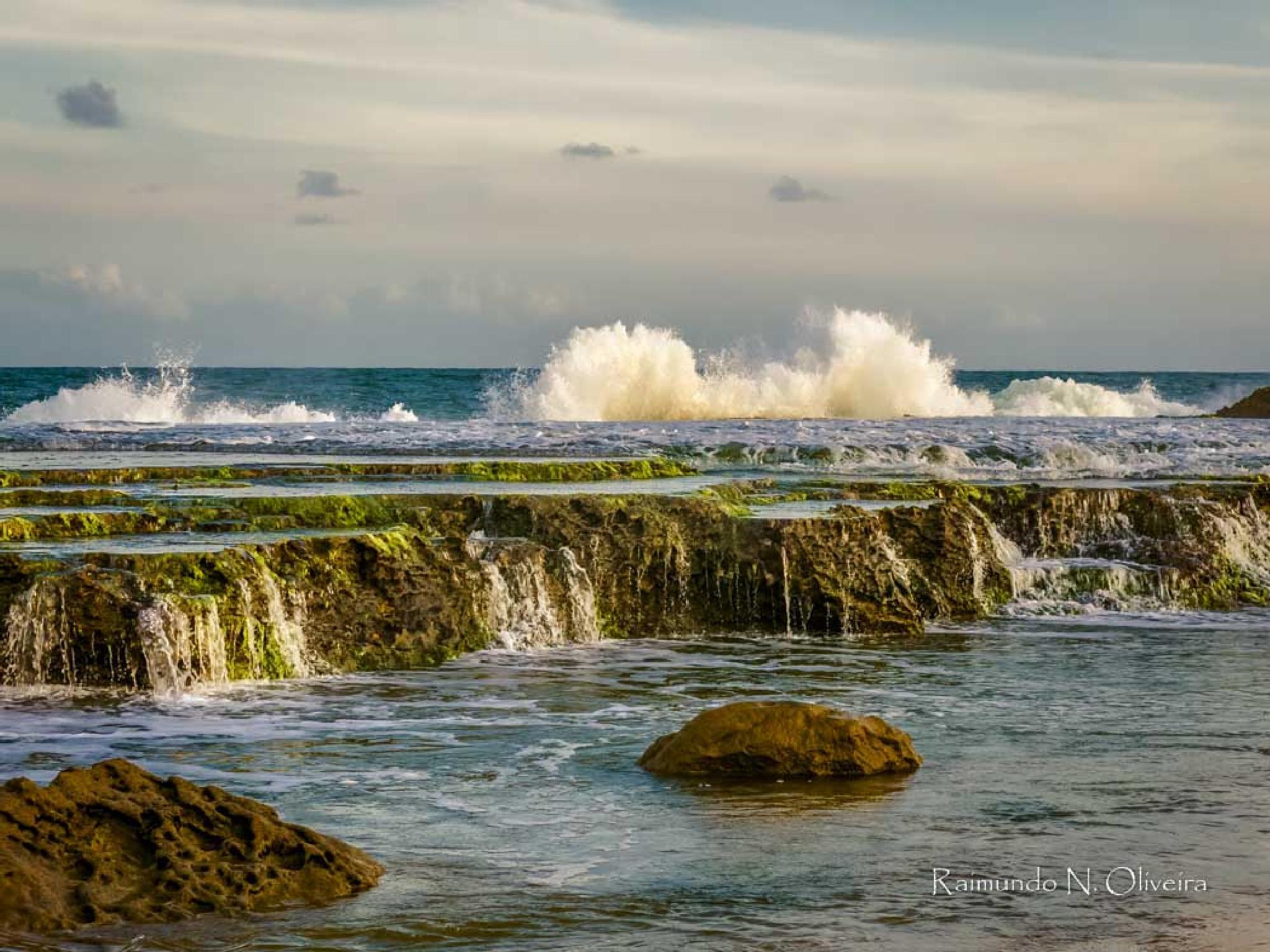 Arrebentar das ondas. by Nibutel