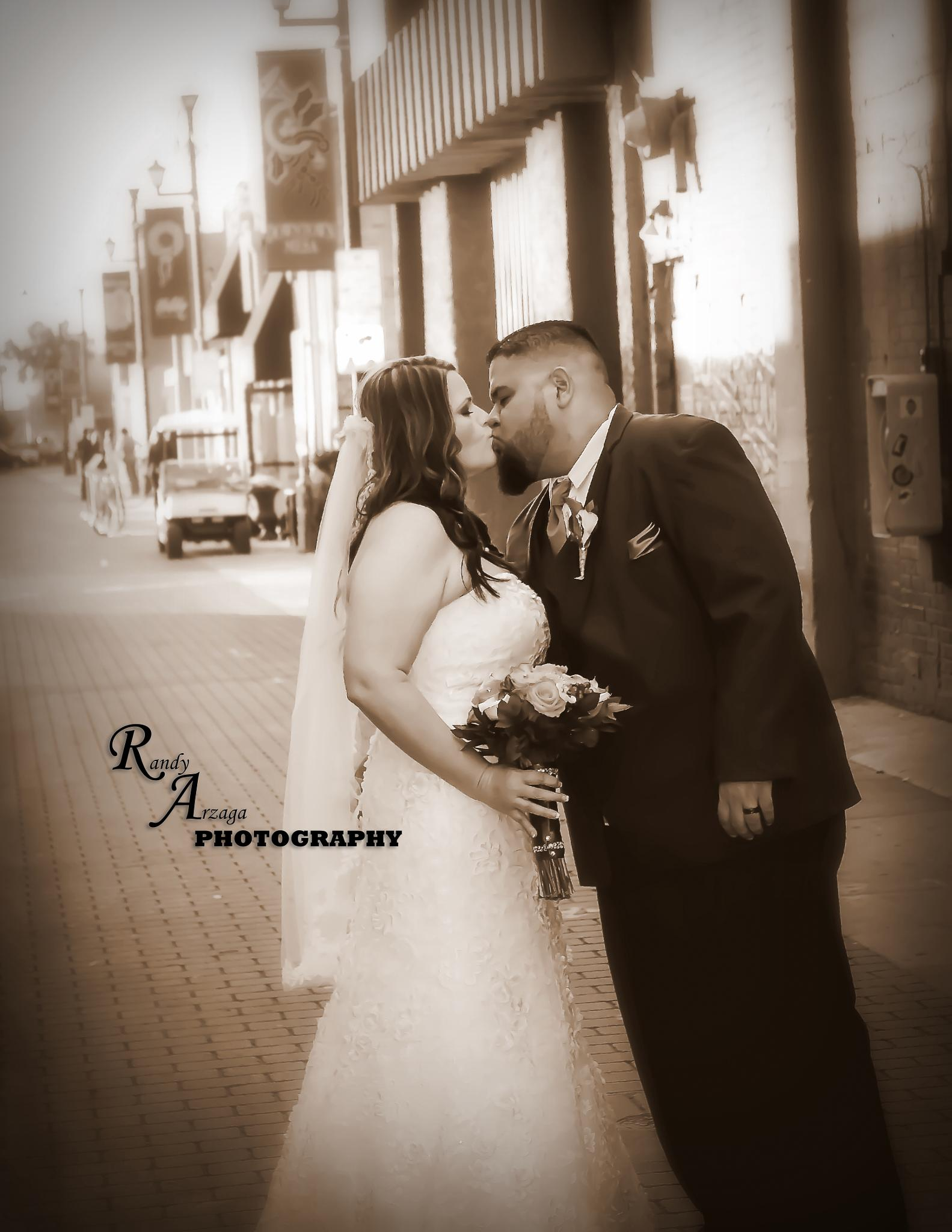 Perfect Day Kiss by RandyAPhotography