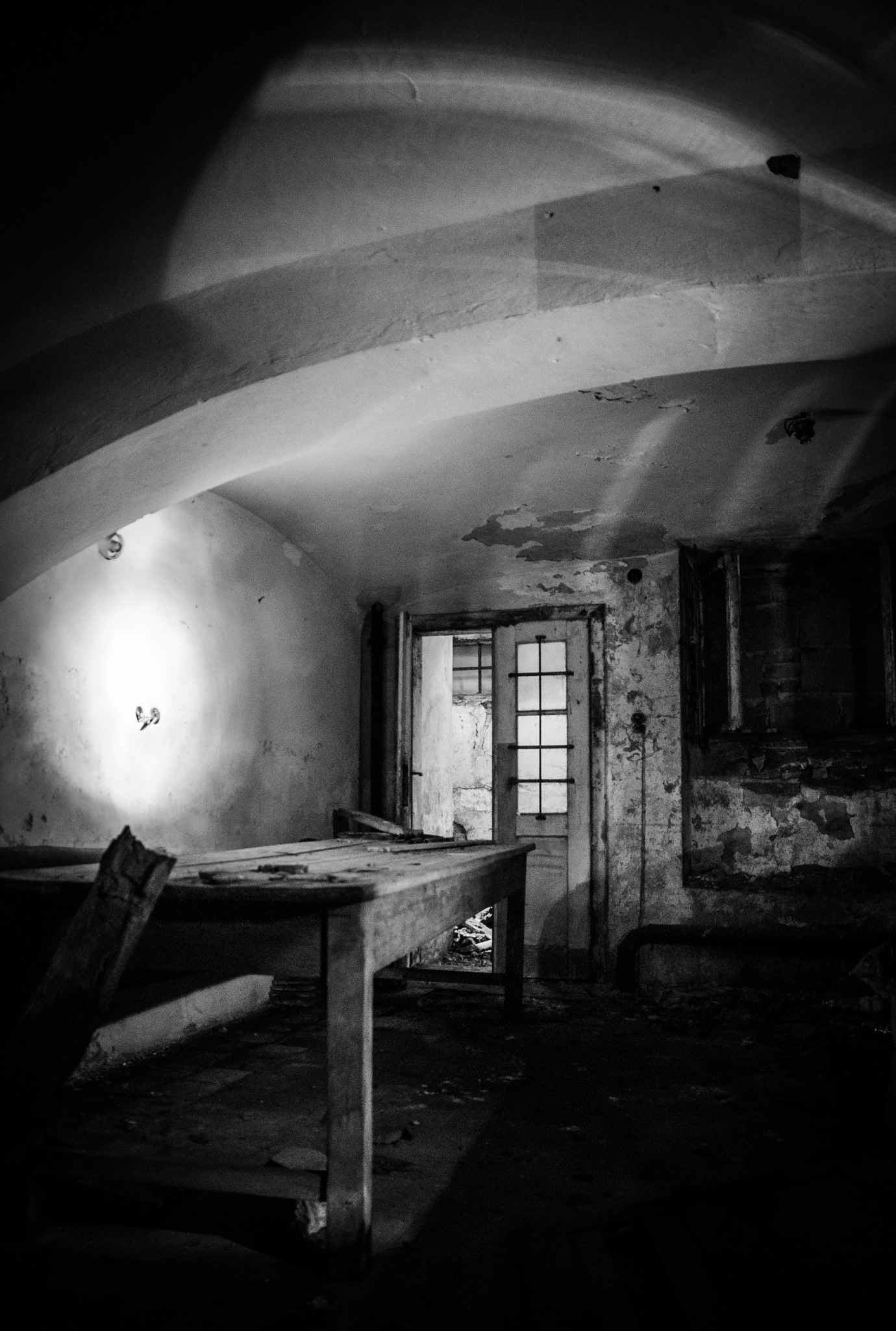 found it, run or they slice you on this table by Marcin Majkowski