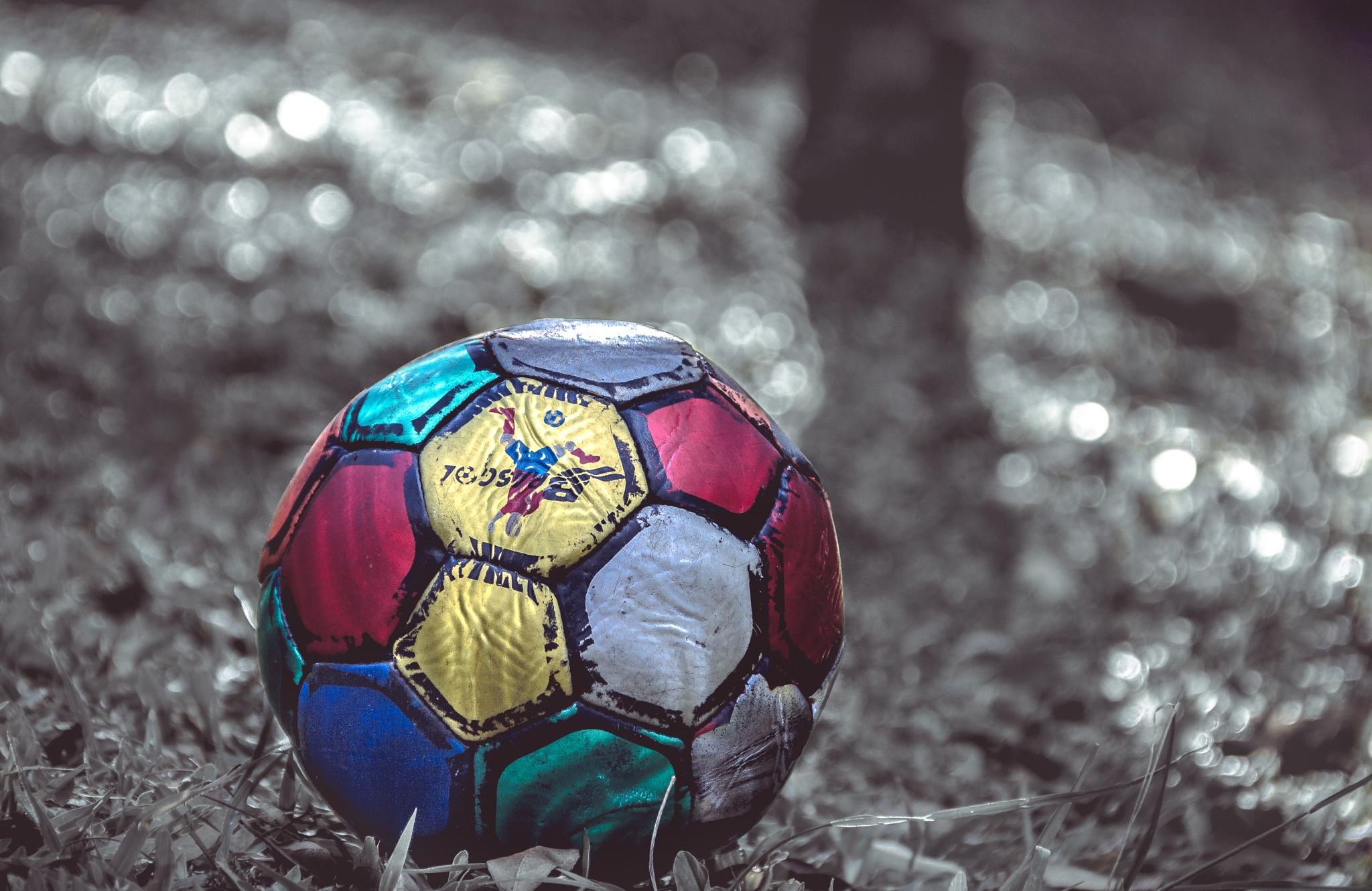 Multicoloured ball by Millepez Etzel