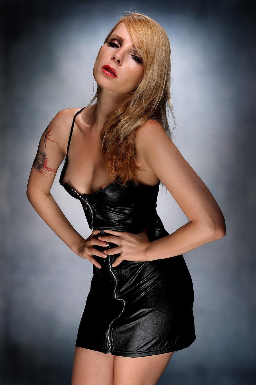 Sexy black skirt III by GuWu