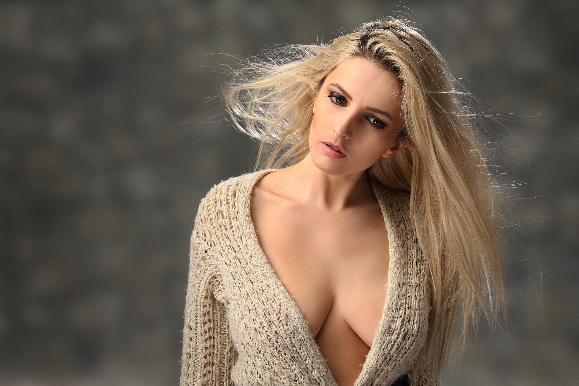 Portrait of a beautiful blonde woman by GuWu