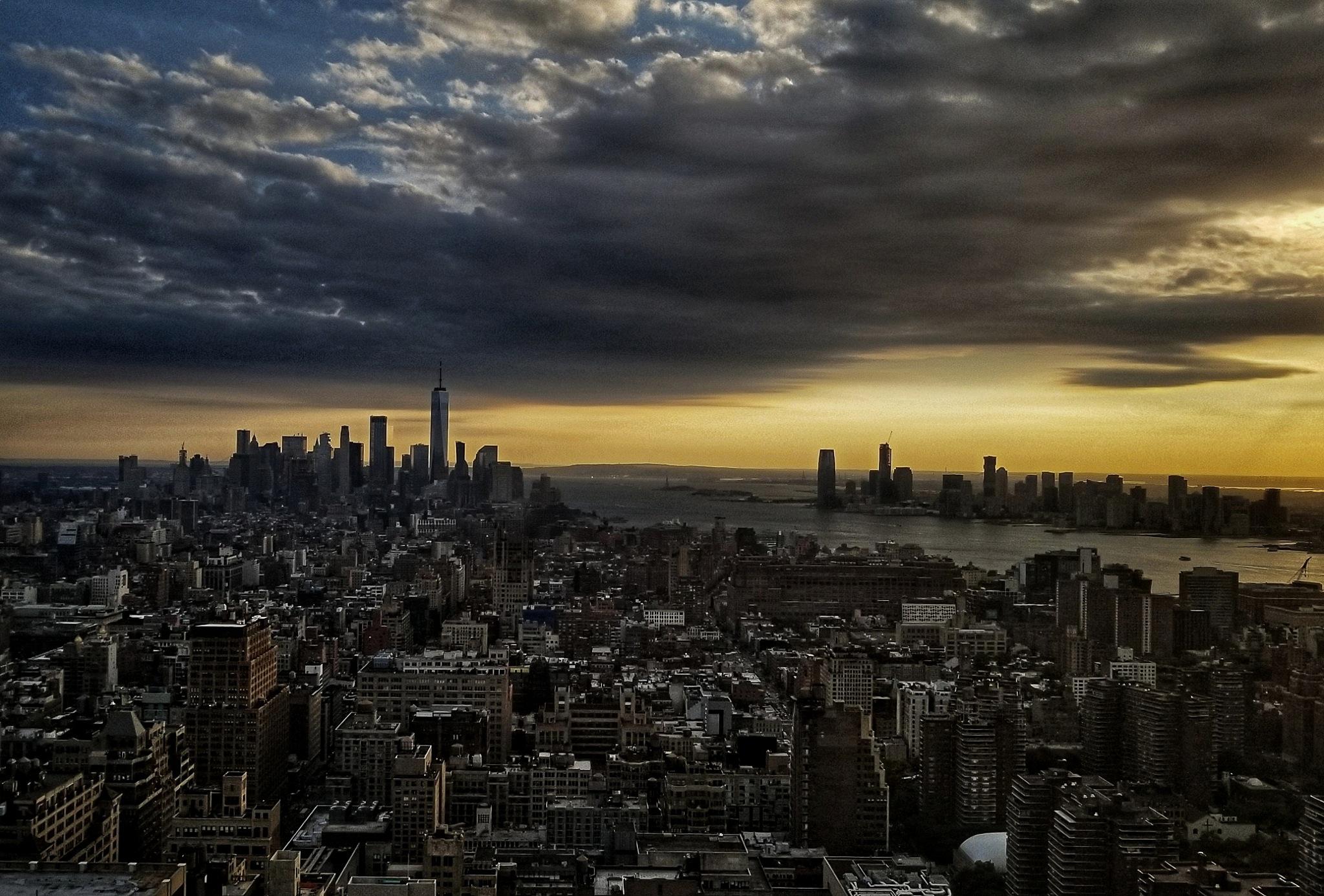 downtown Manhattan by Tony Kao