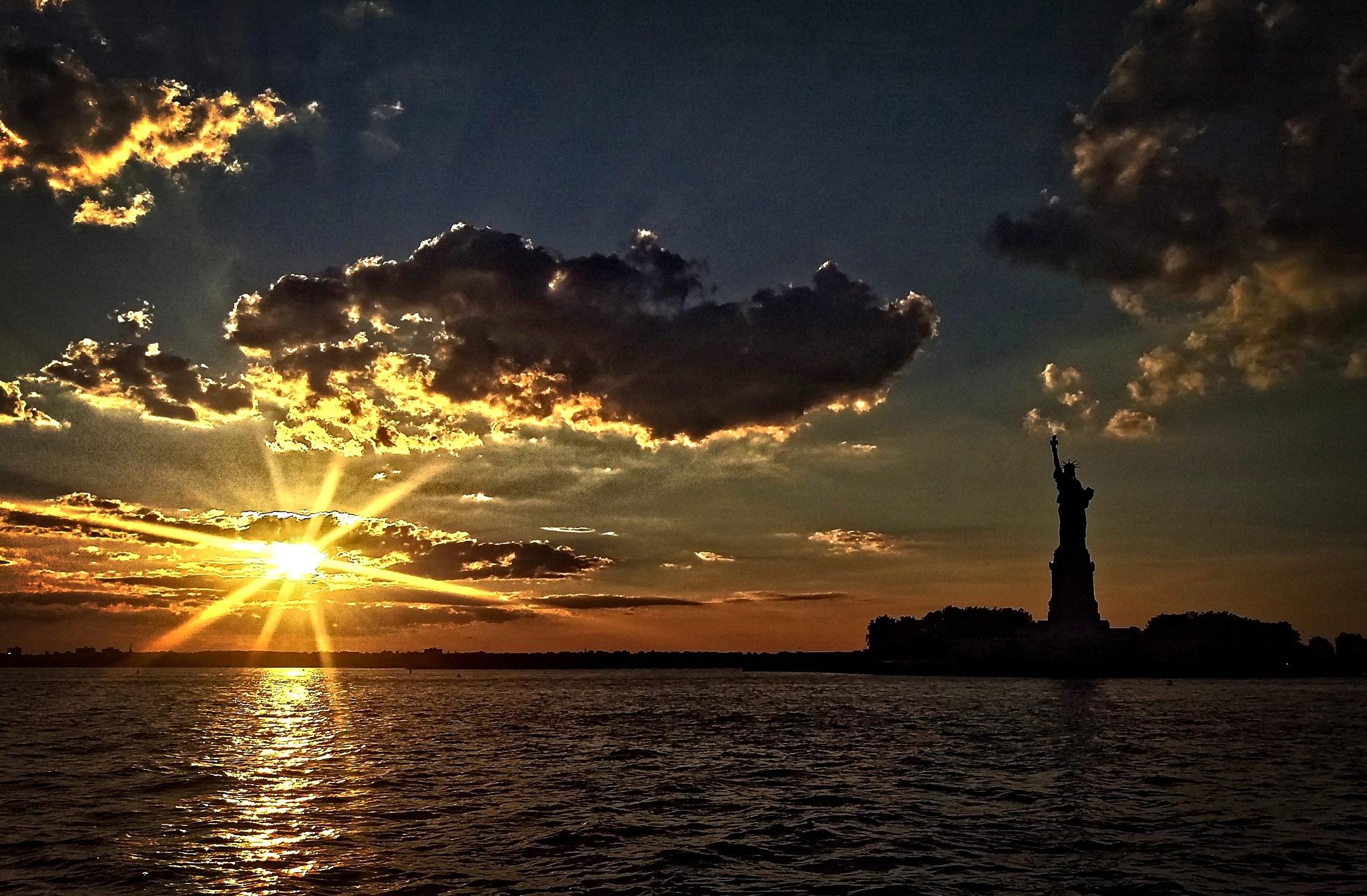 sunset, statue of liberty by Tony Kao