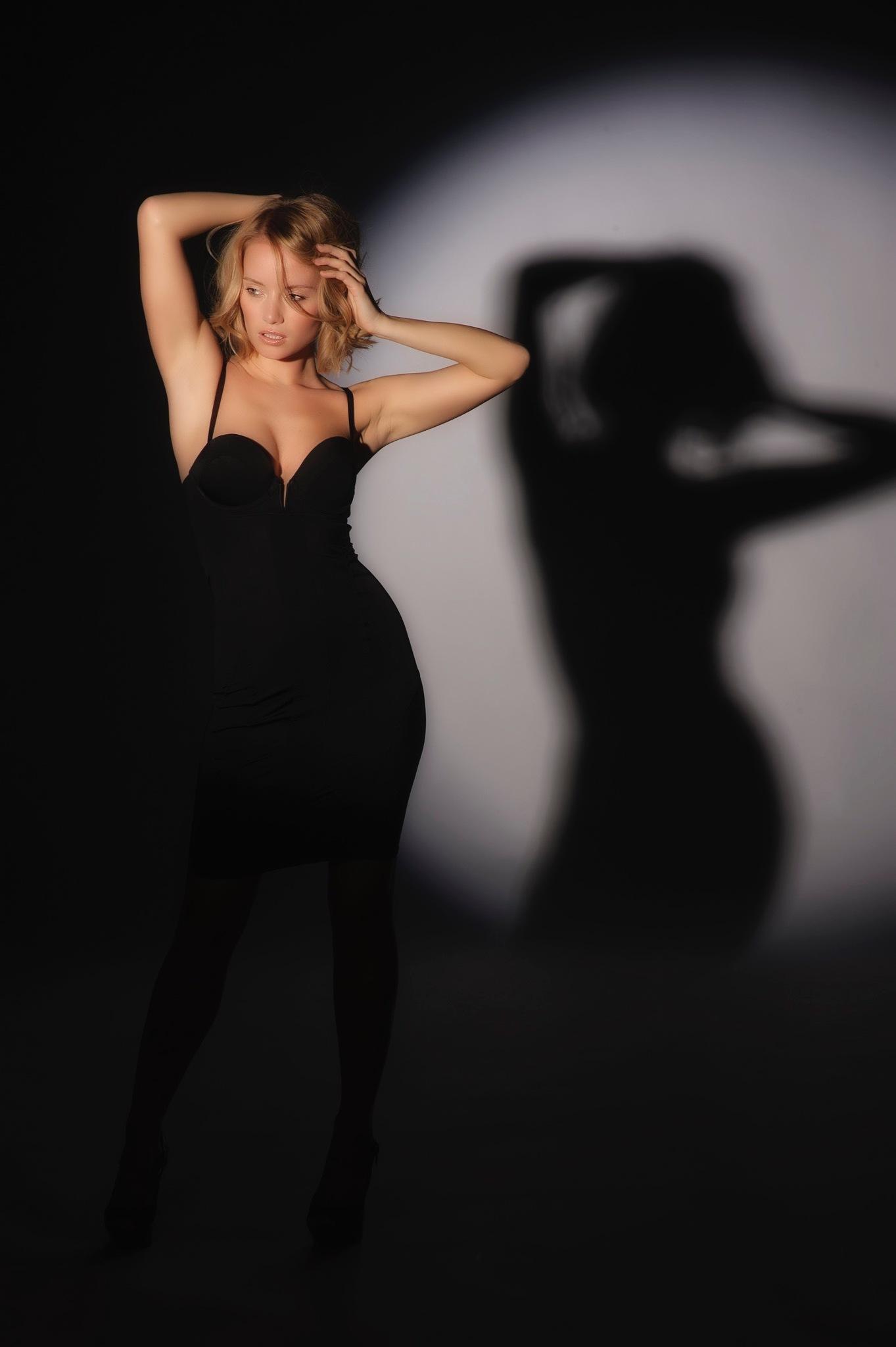 Gaby in shadow  by JHFotowereld