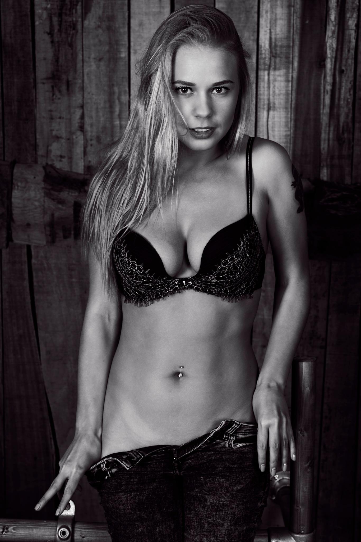 Darina in lingerie  by JHFotowereld
