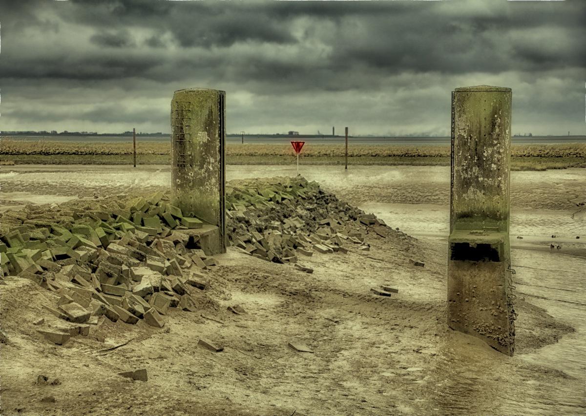 Low tide by Ben Hell