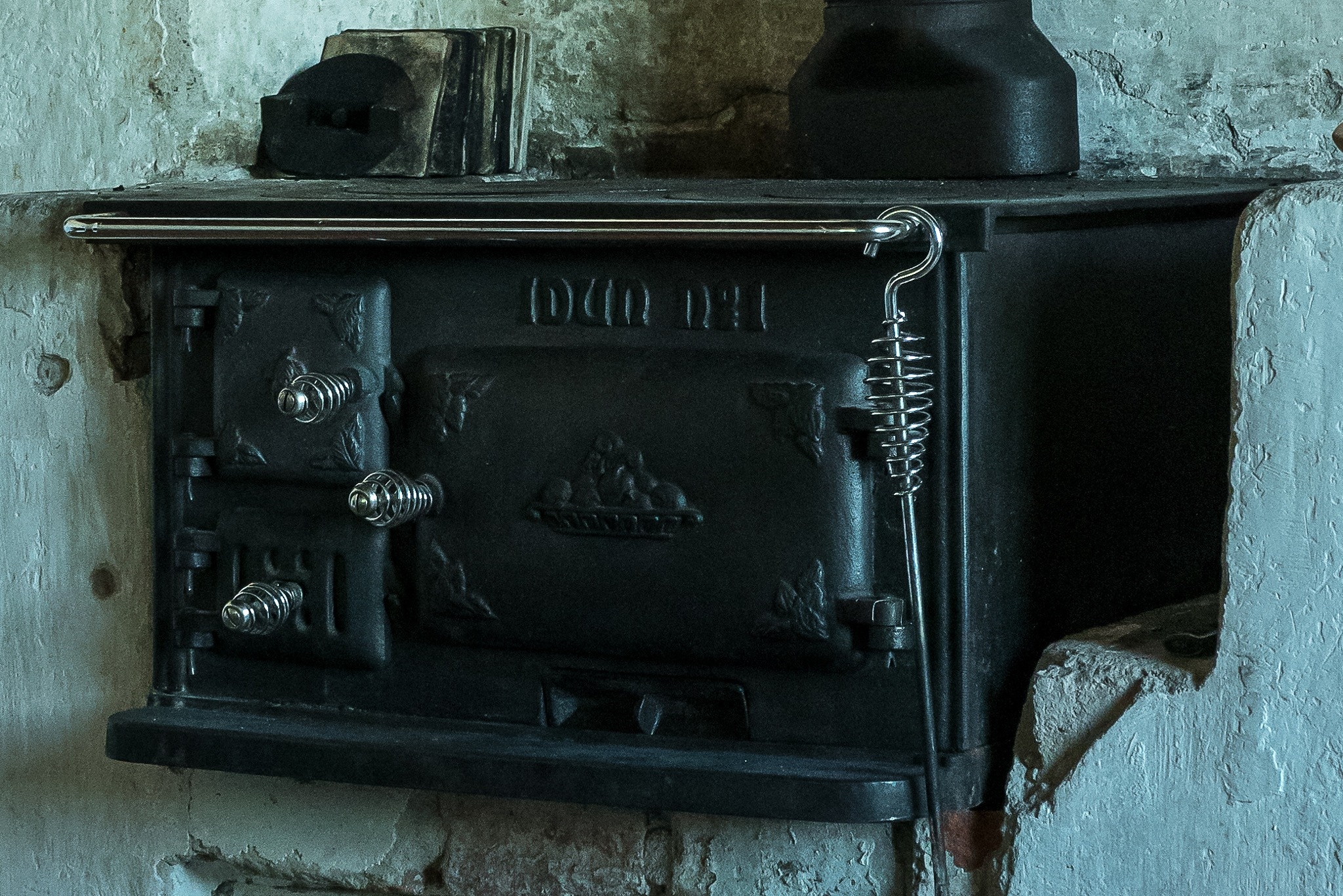 Old oven by Mats Bodlund