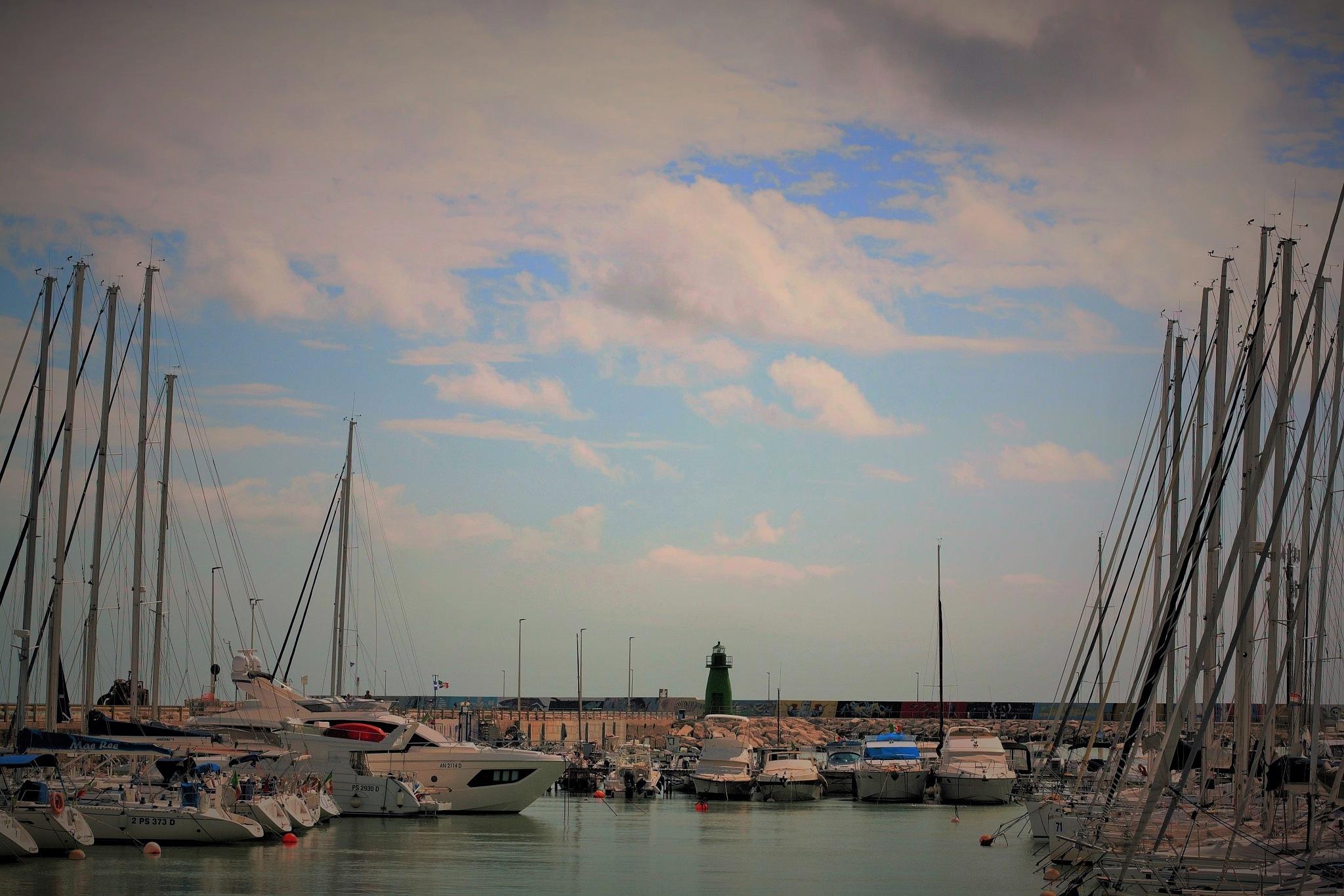 The marina by Ghislain