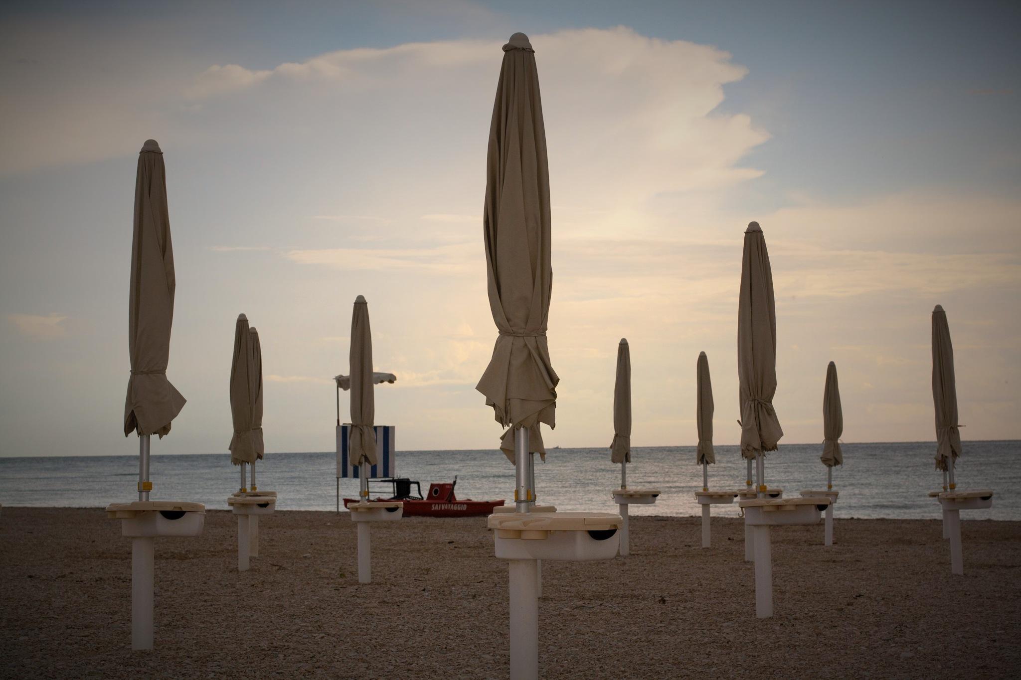 On the beach by Ghislain