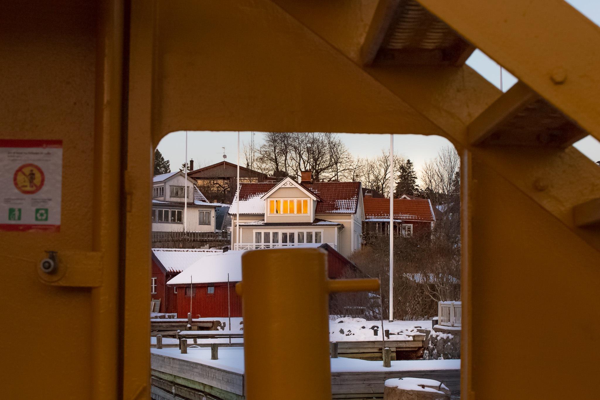 The descending sun only reaches the upper floor by Jonas Hermansson