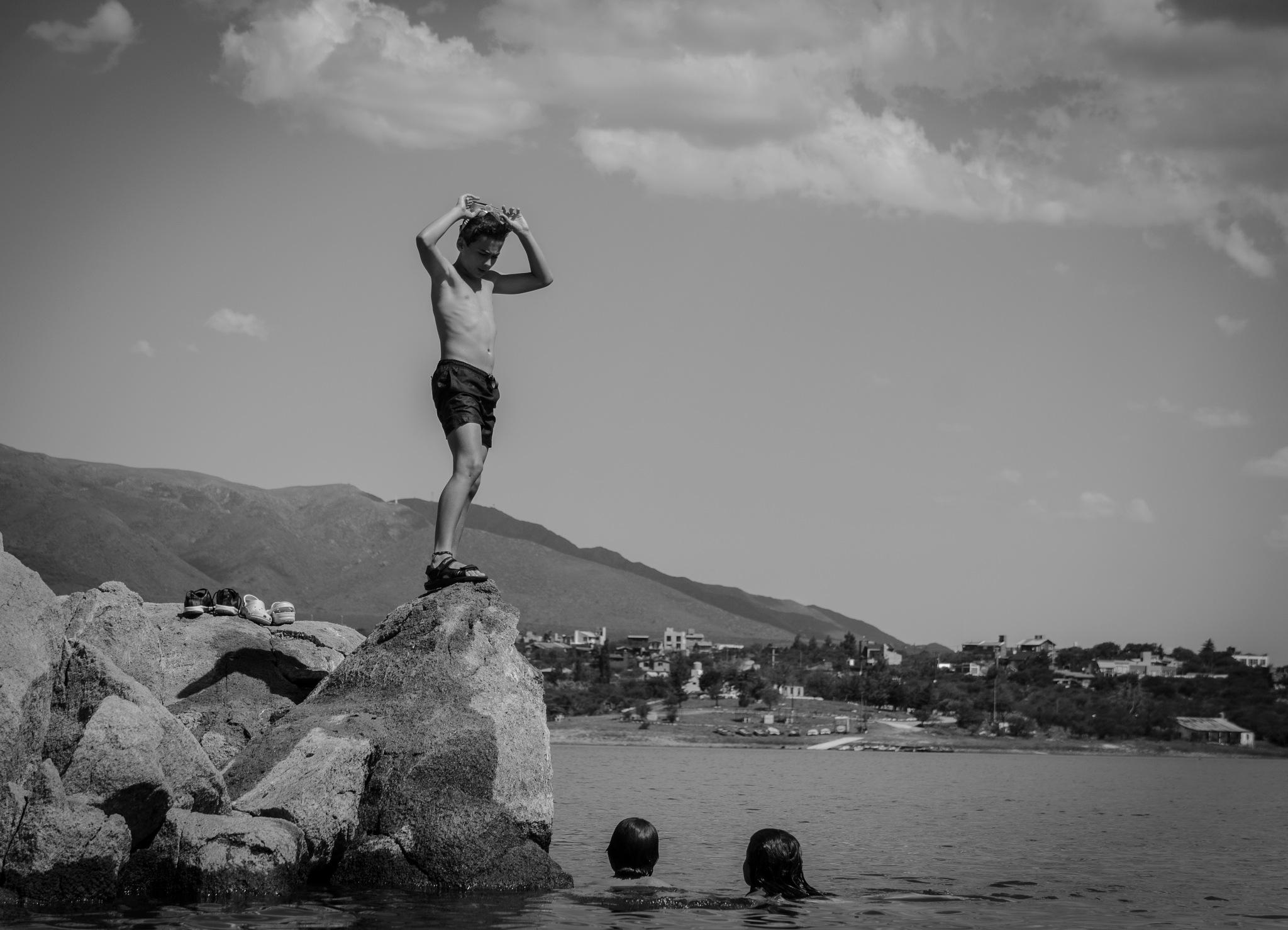 Fun at the lake by Juan Manuel Fernandez