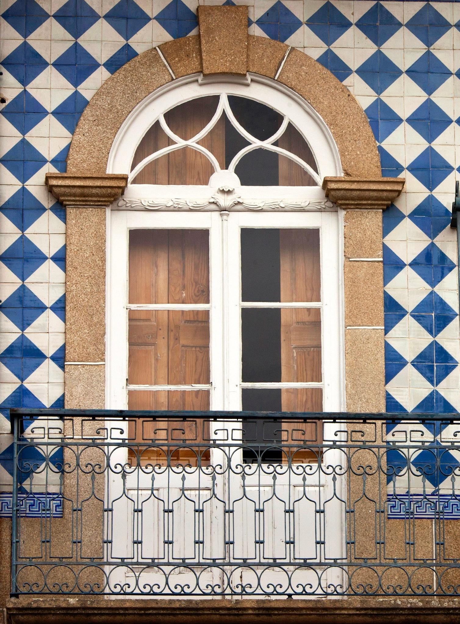 Window by Francisco Sá da Bandeira