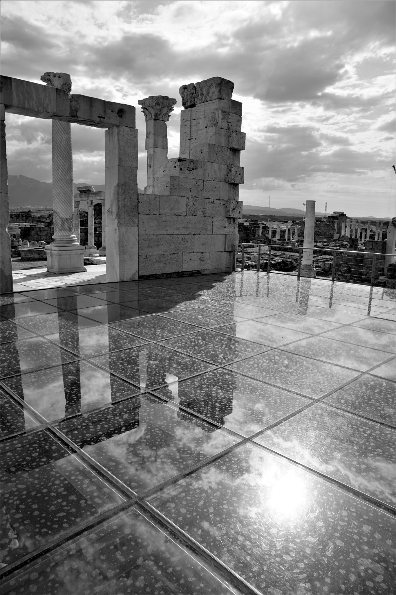 Laodikea 18 by Murat Erkman