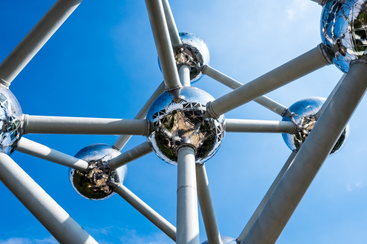 Through the atomium by Malc Burke