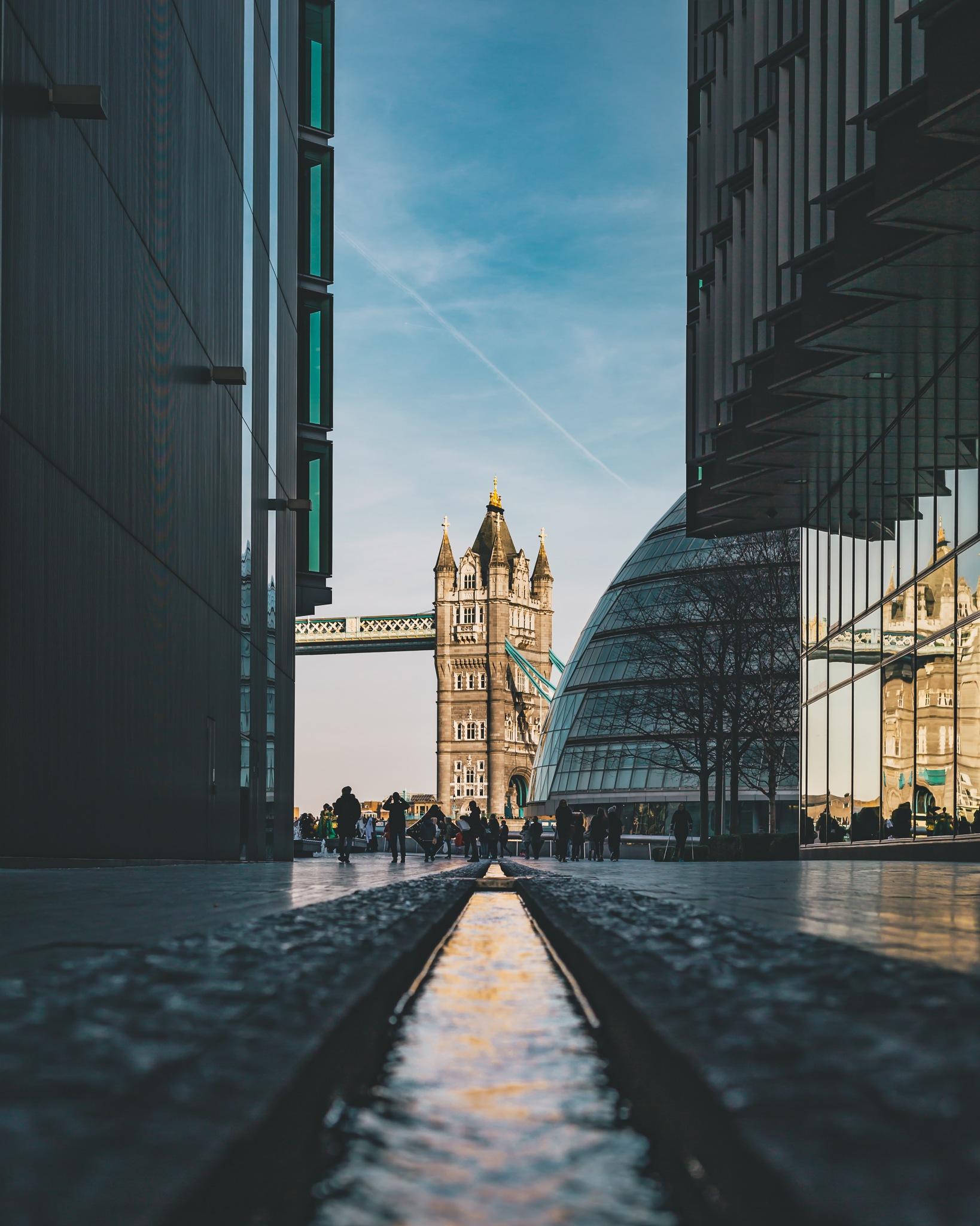 London Landmark.  by Clém Audouy