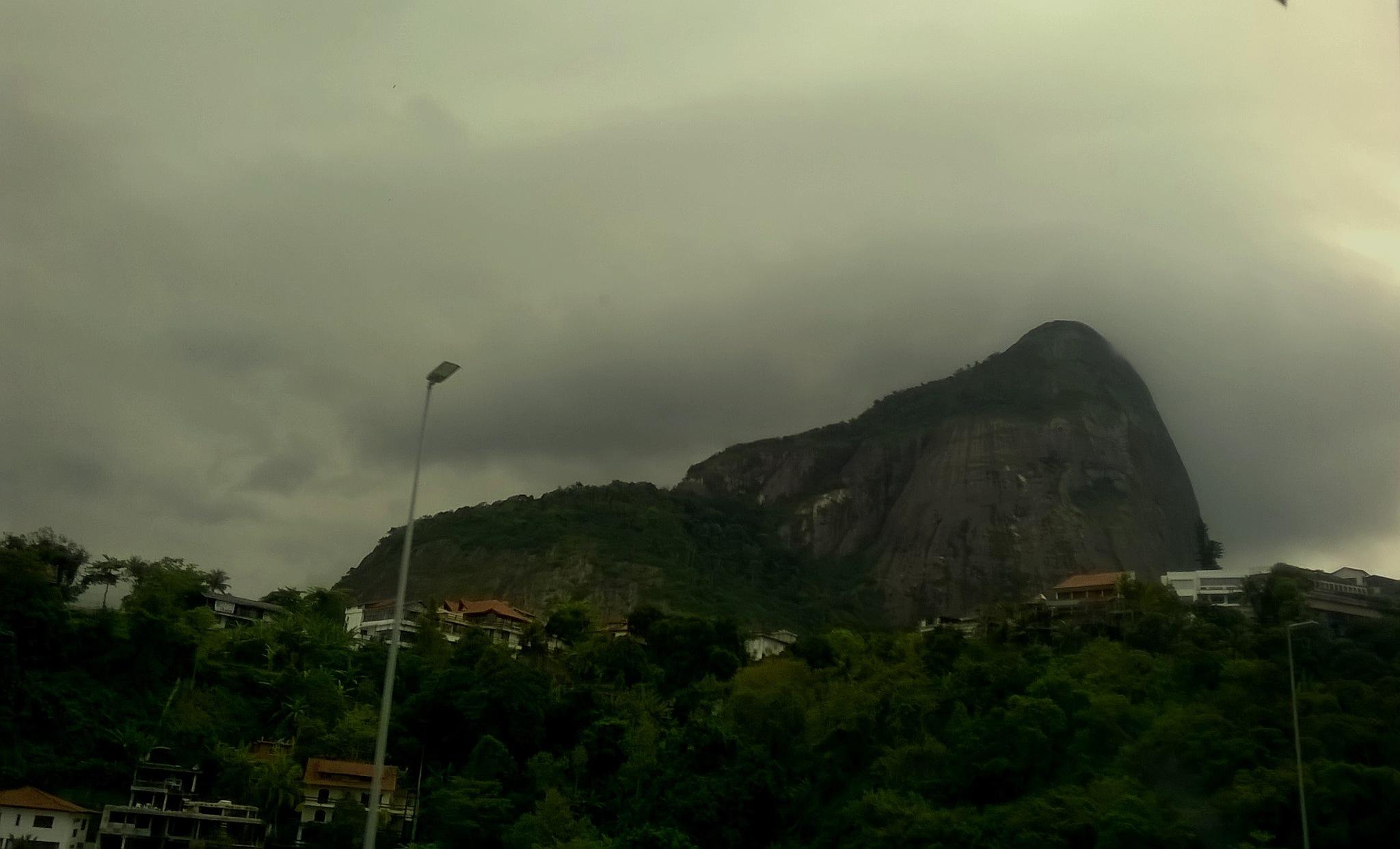 Pedra da Gávea by Nascimento