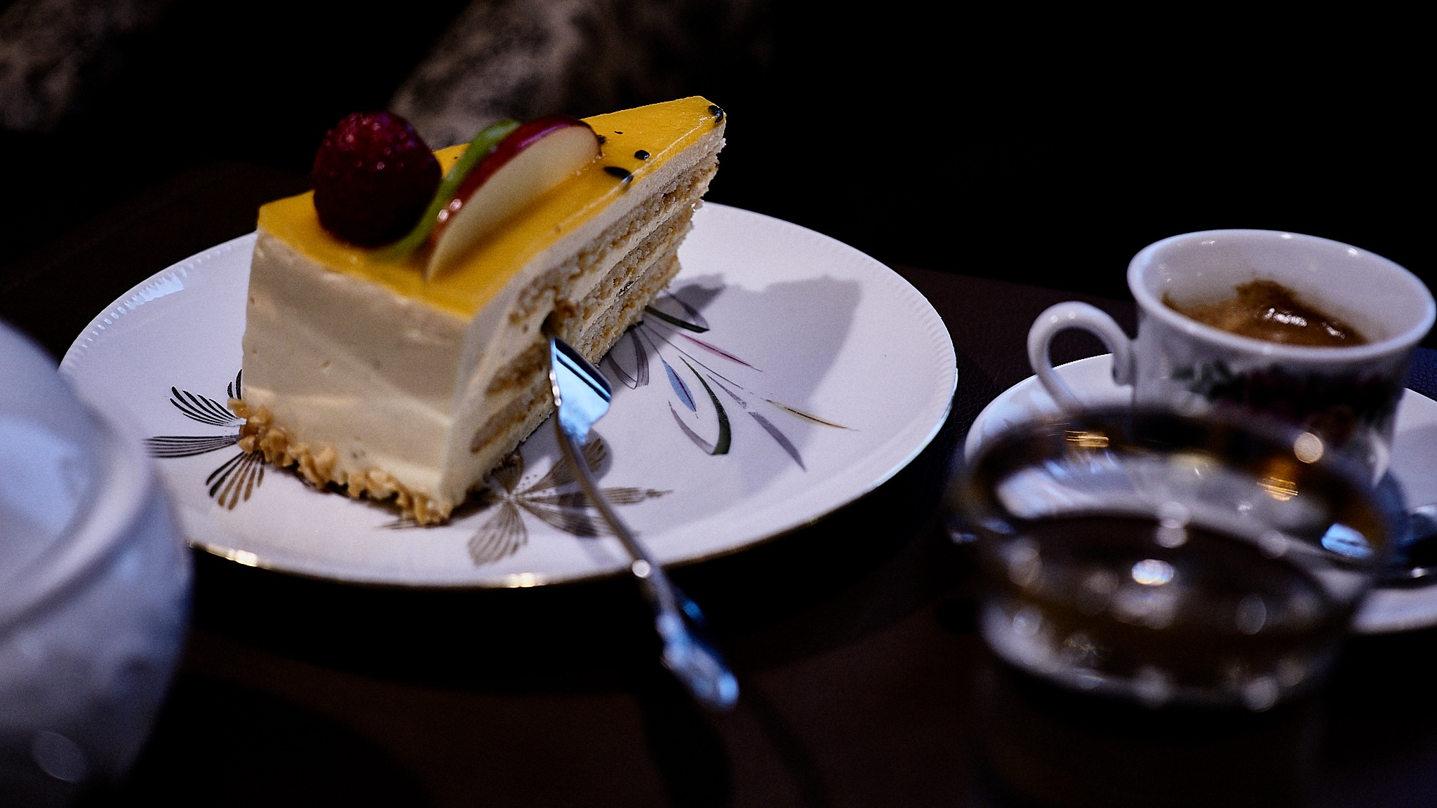 Enjoying in the café by Peter Buck