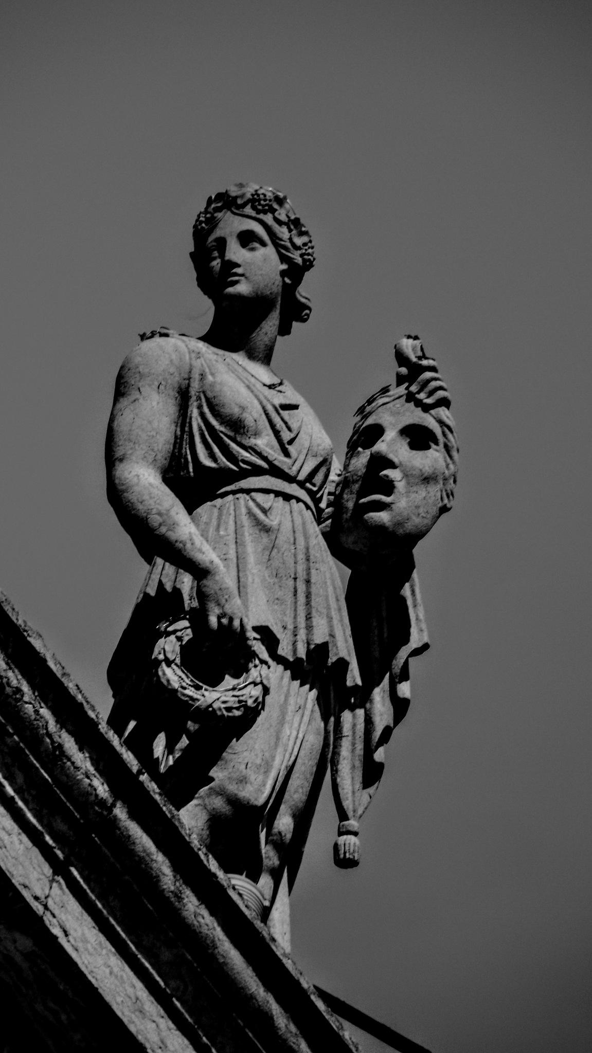 Diosas de piedra  by Ronald Duverge