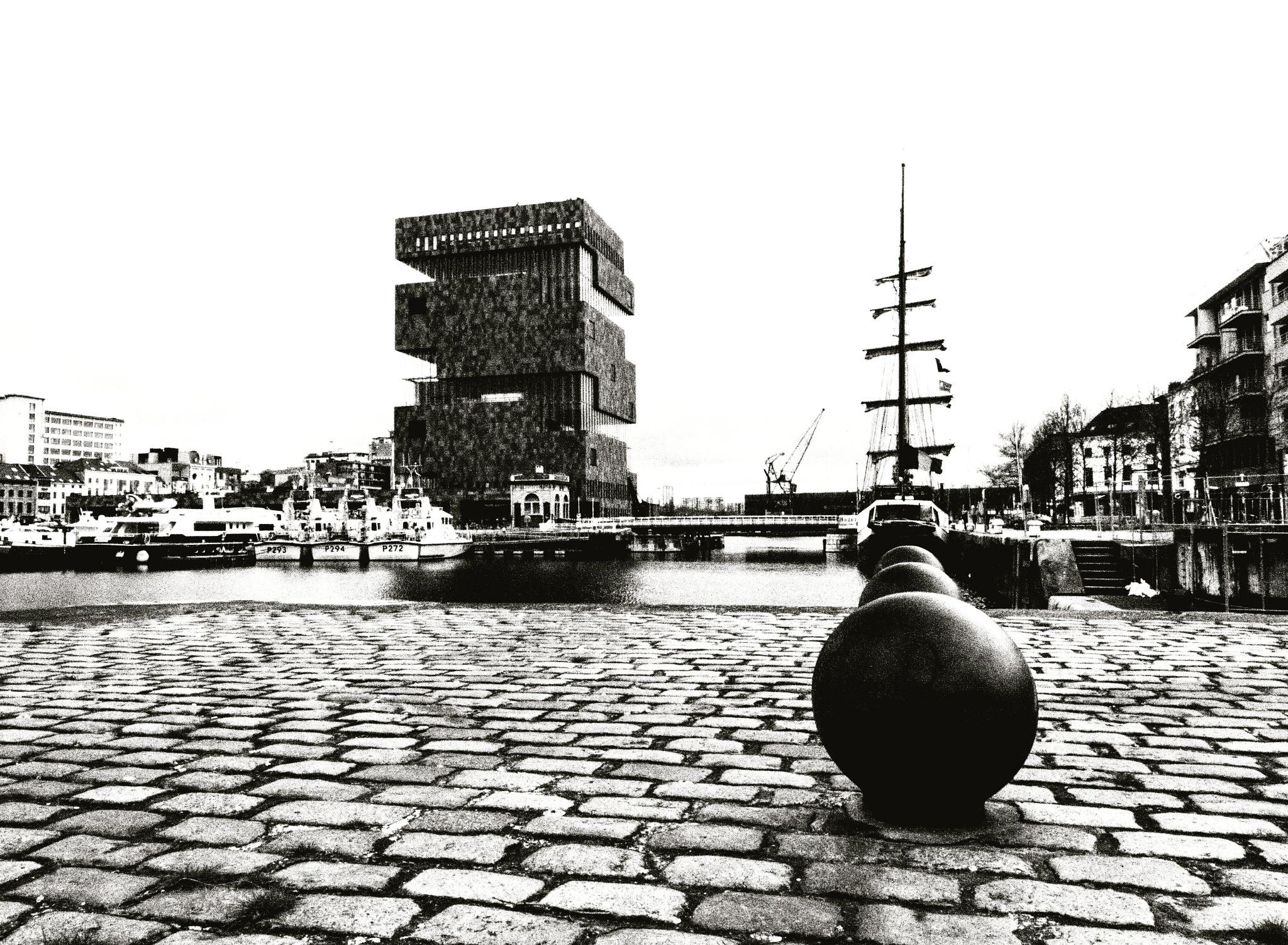 Stein antwerp  by Ronald Duverge