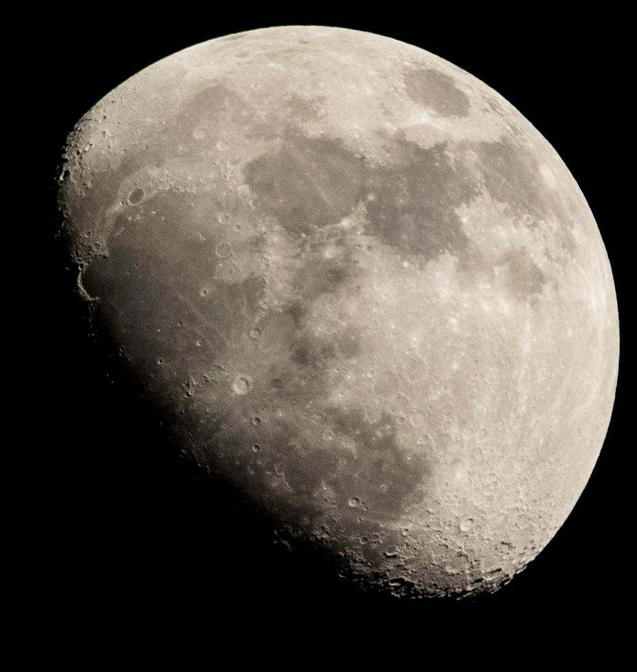 La Luna II by David Lustrup