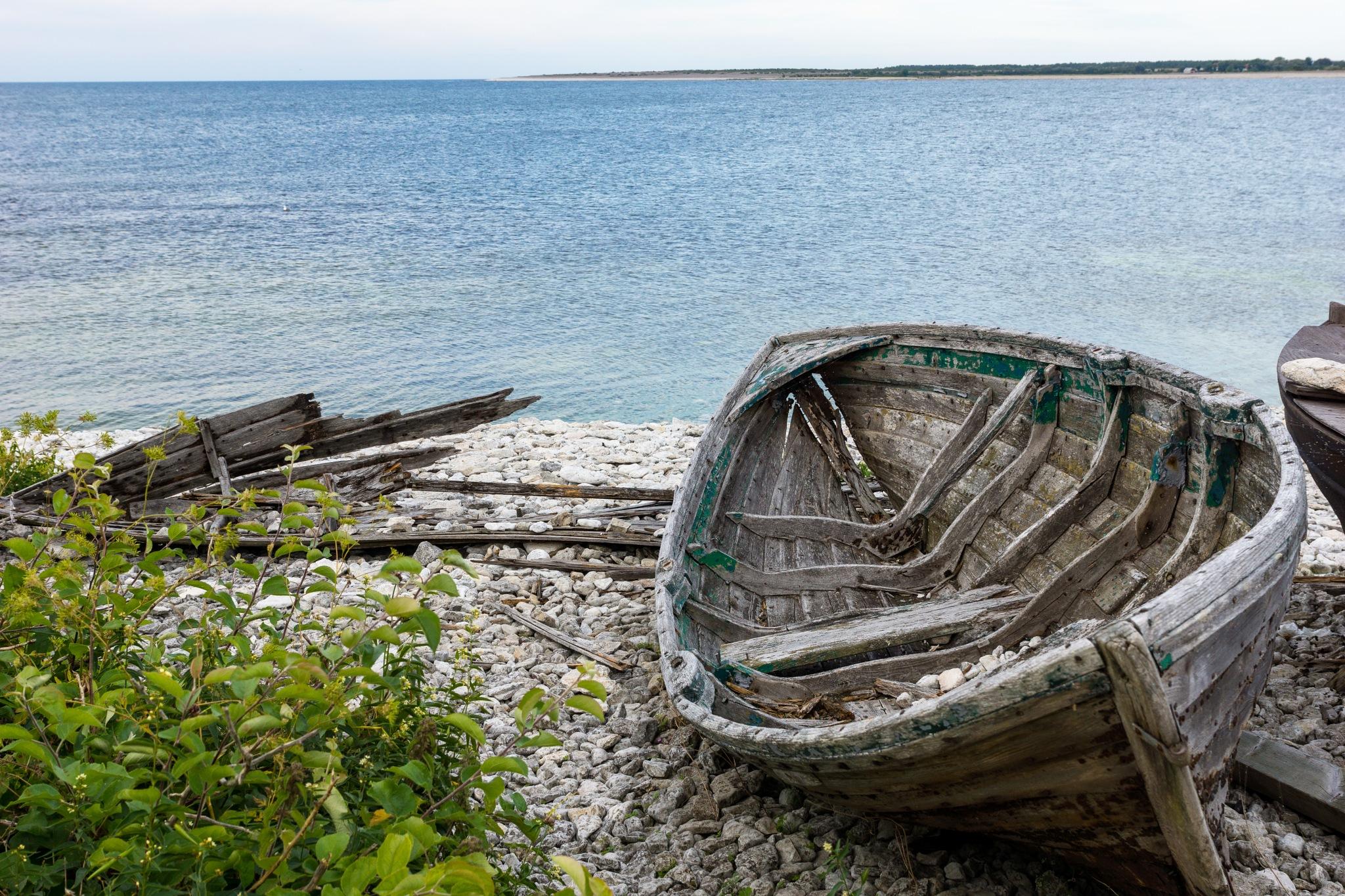 Old boat on Fårö by André Vidén