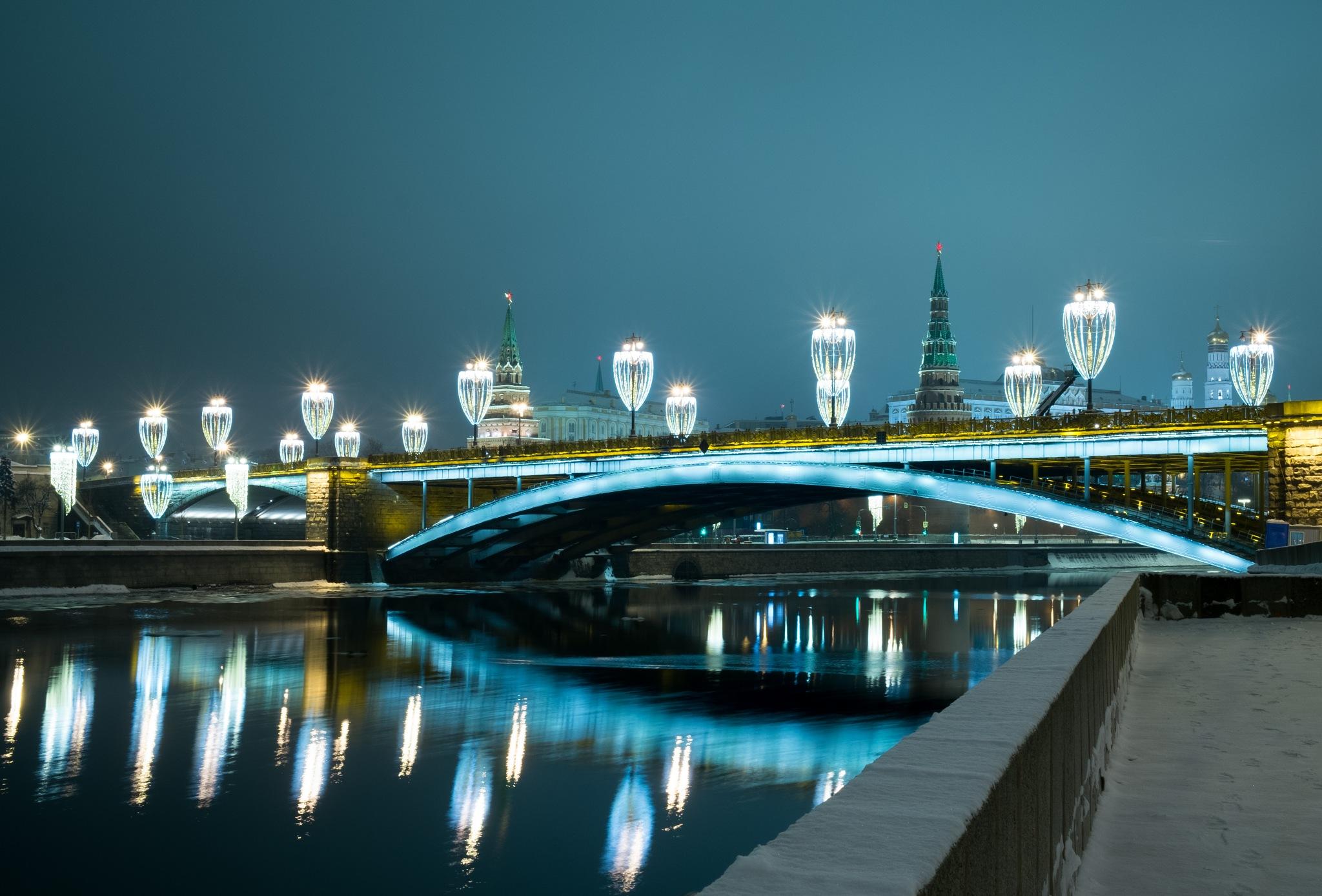 Night kremlin bridge by Jeka