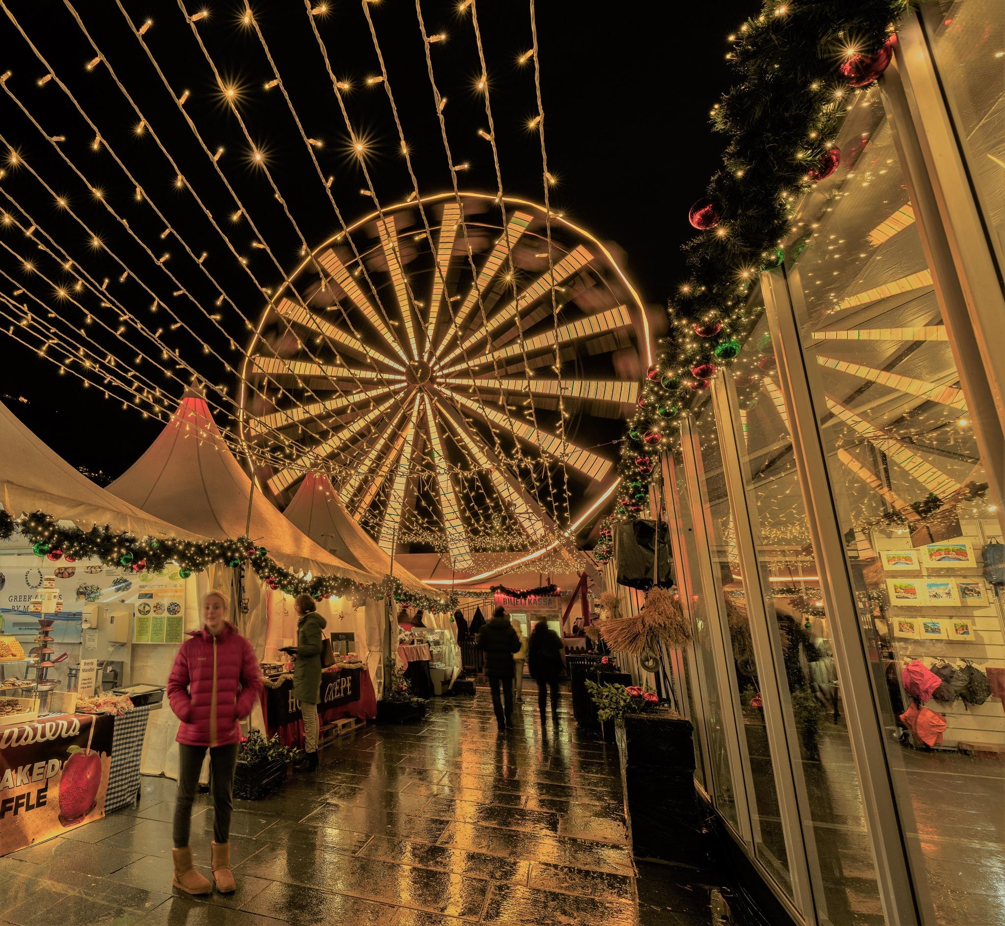 Christmas marked at night by Svein-Rene Kraakenes