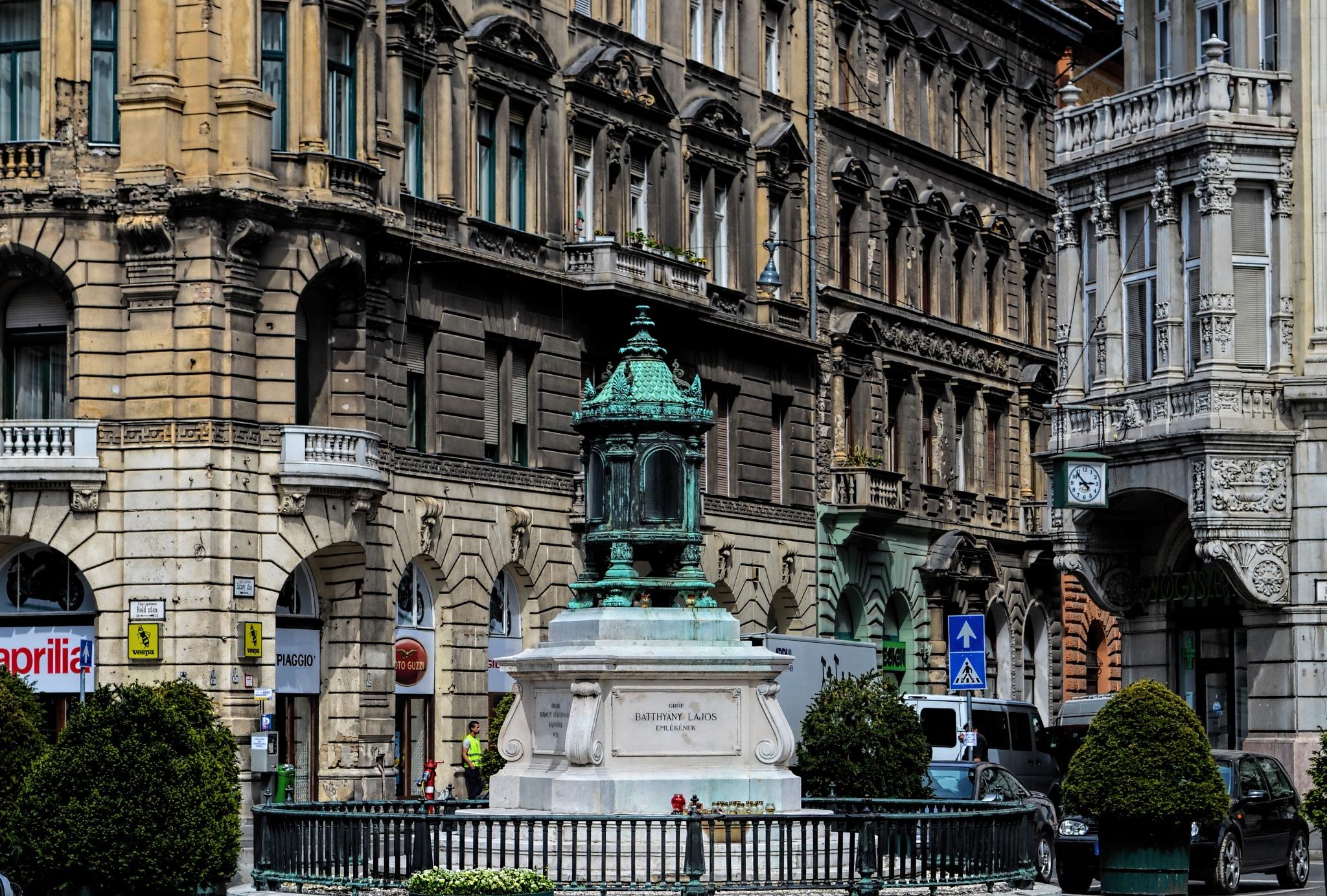Batthyány's sanctuary lamp (Budapest - Hungary) by Z_e_n_o