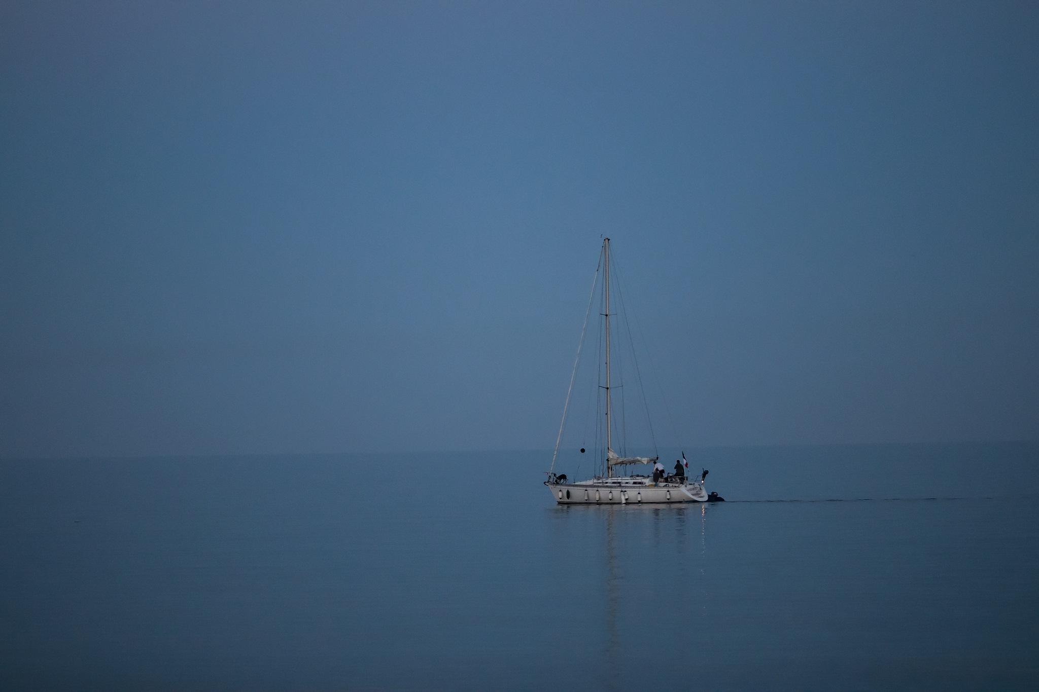 Minimalist boat ... by Jean-Charles C.