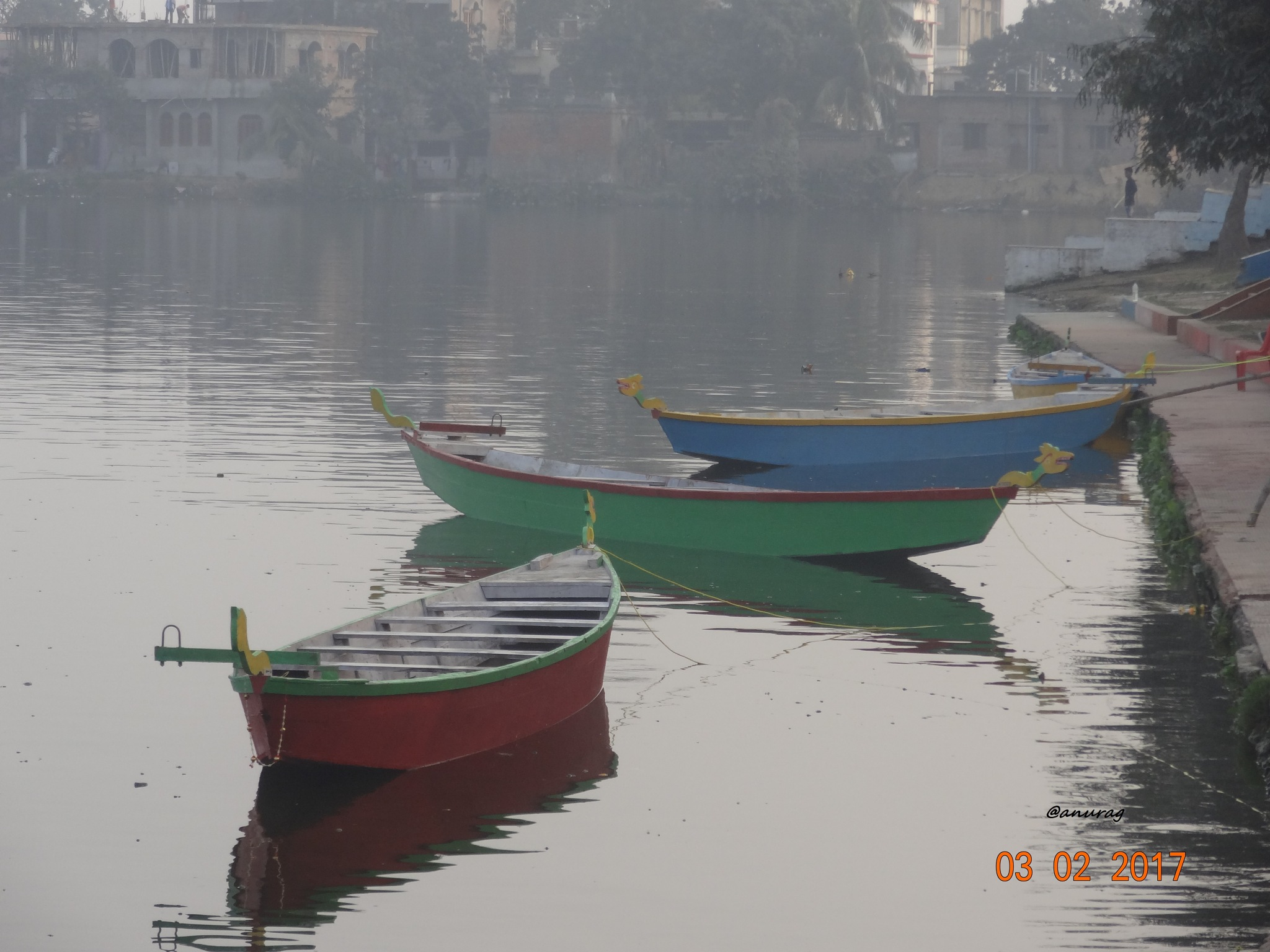Floating Boats. by anurag
