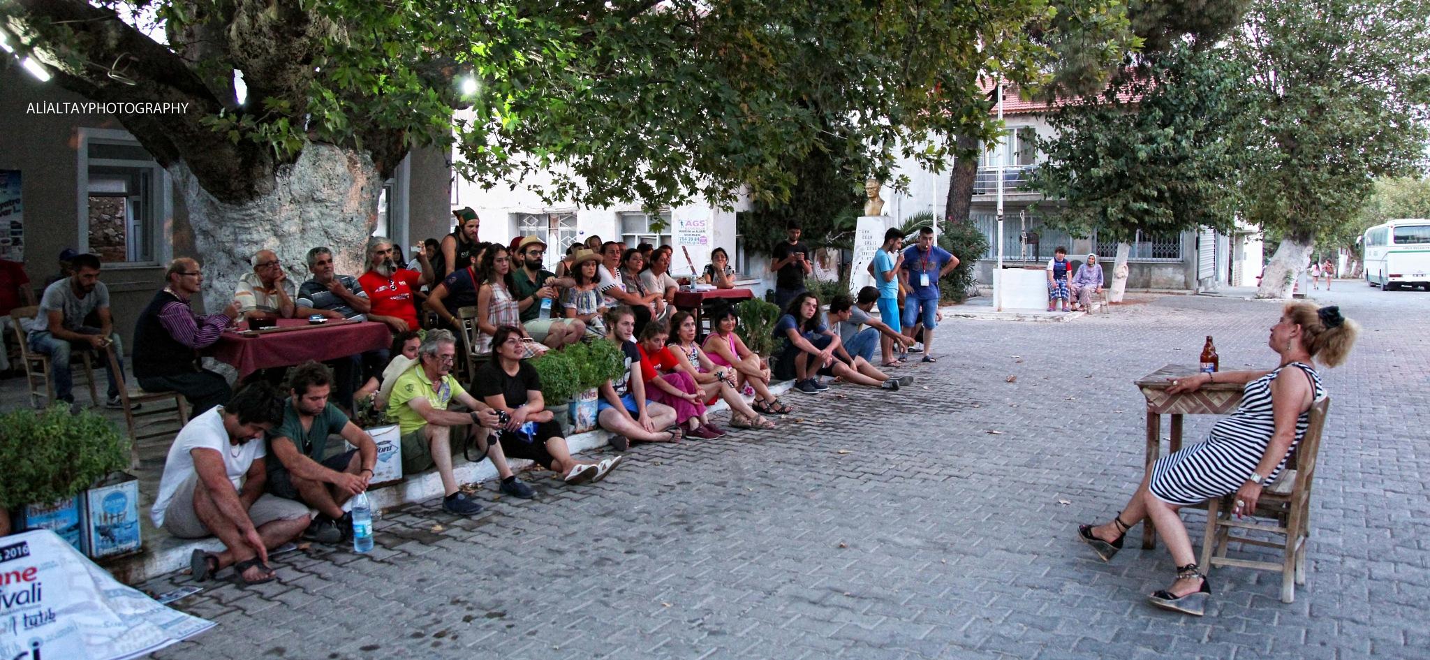 tiyatro sokakta by AliAltay