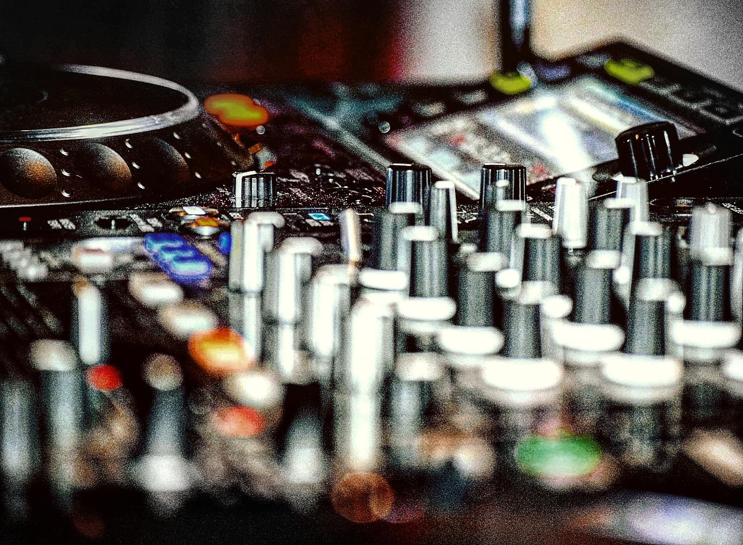 DJ by Andrea Egli