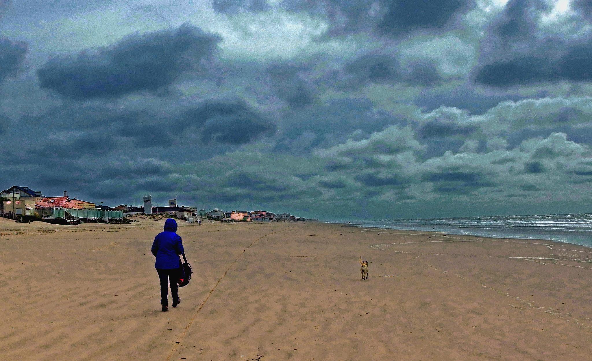 Stormy weather by Alberto Figueroa