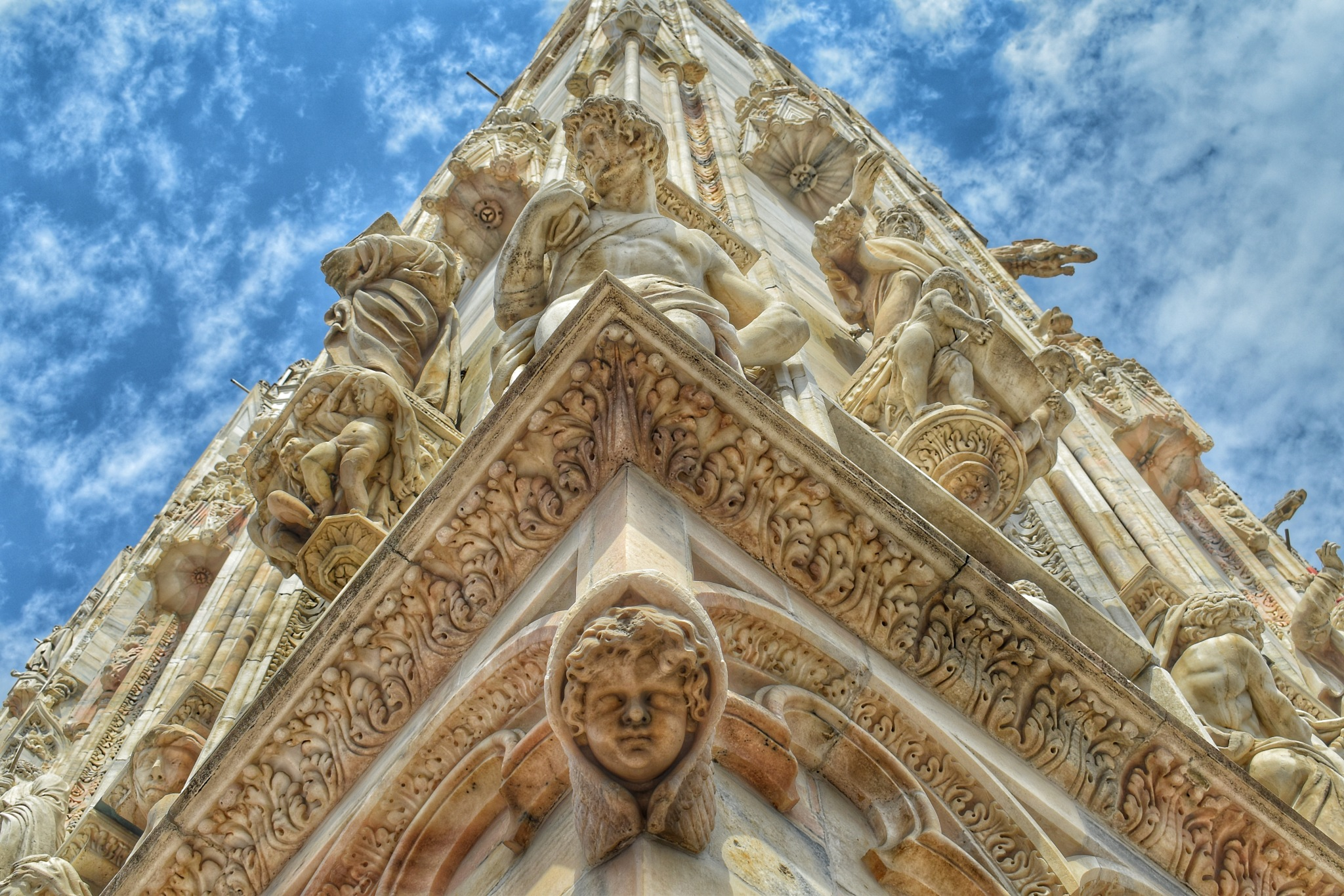 Detalle de la fachada de la catedral de Milán, Italia by Javier Gracia Alcaine