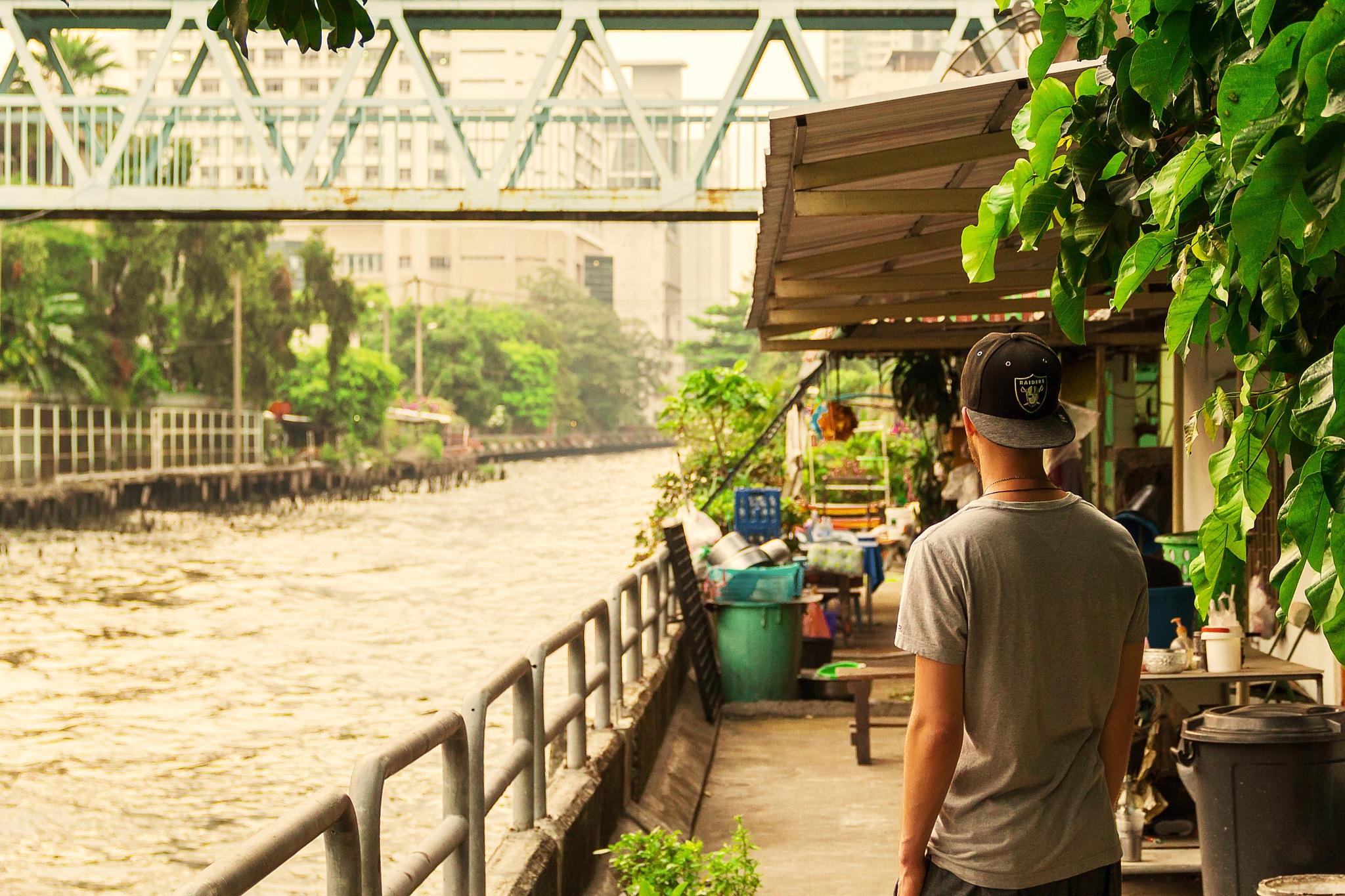 lost in bangkok by face_visual