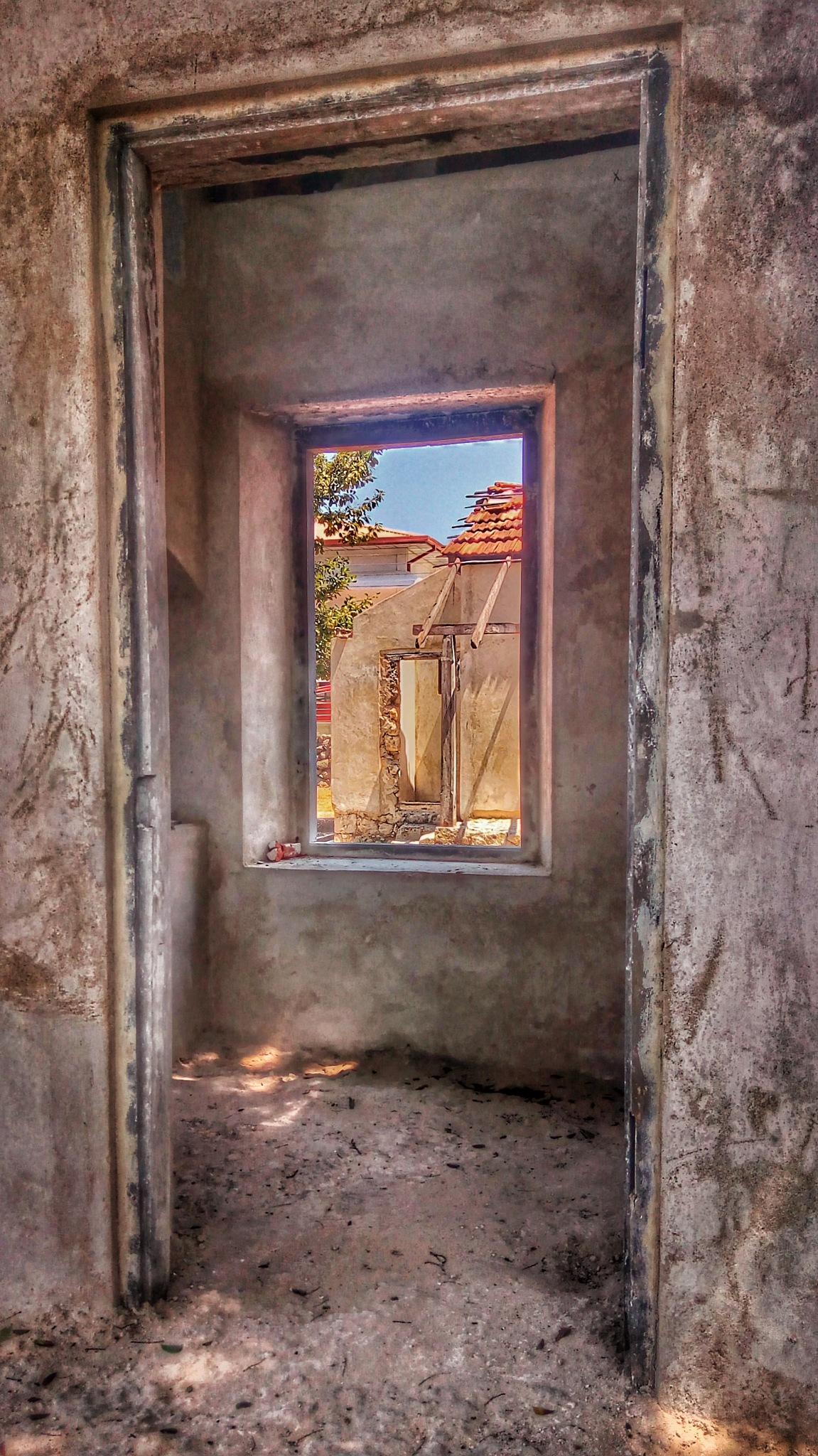 Frames everywhere by Aanjelo Salgado