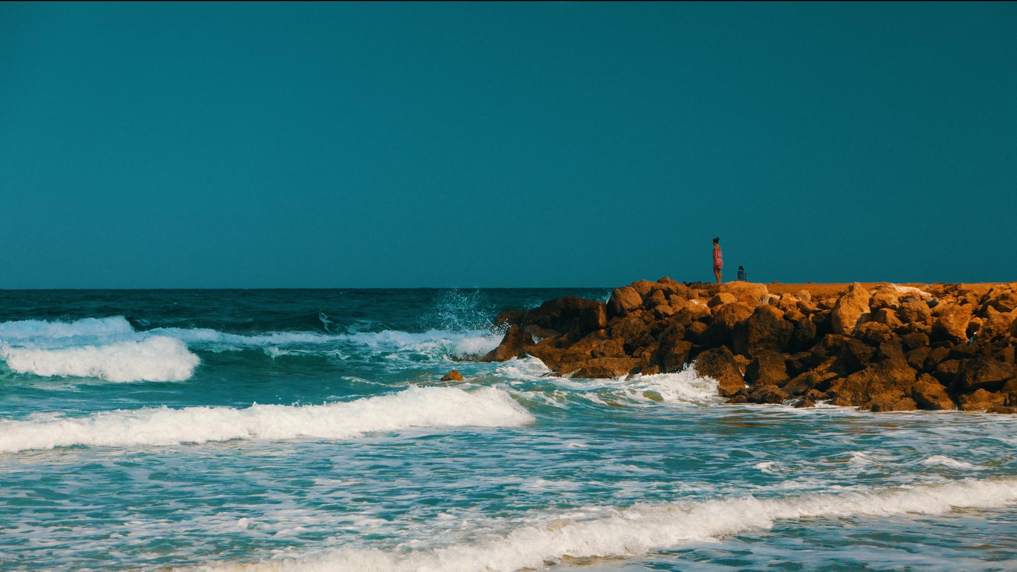Girl at the sea by Hofi Styluz