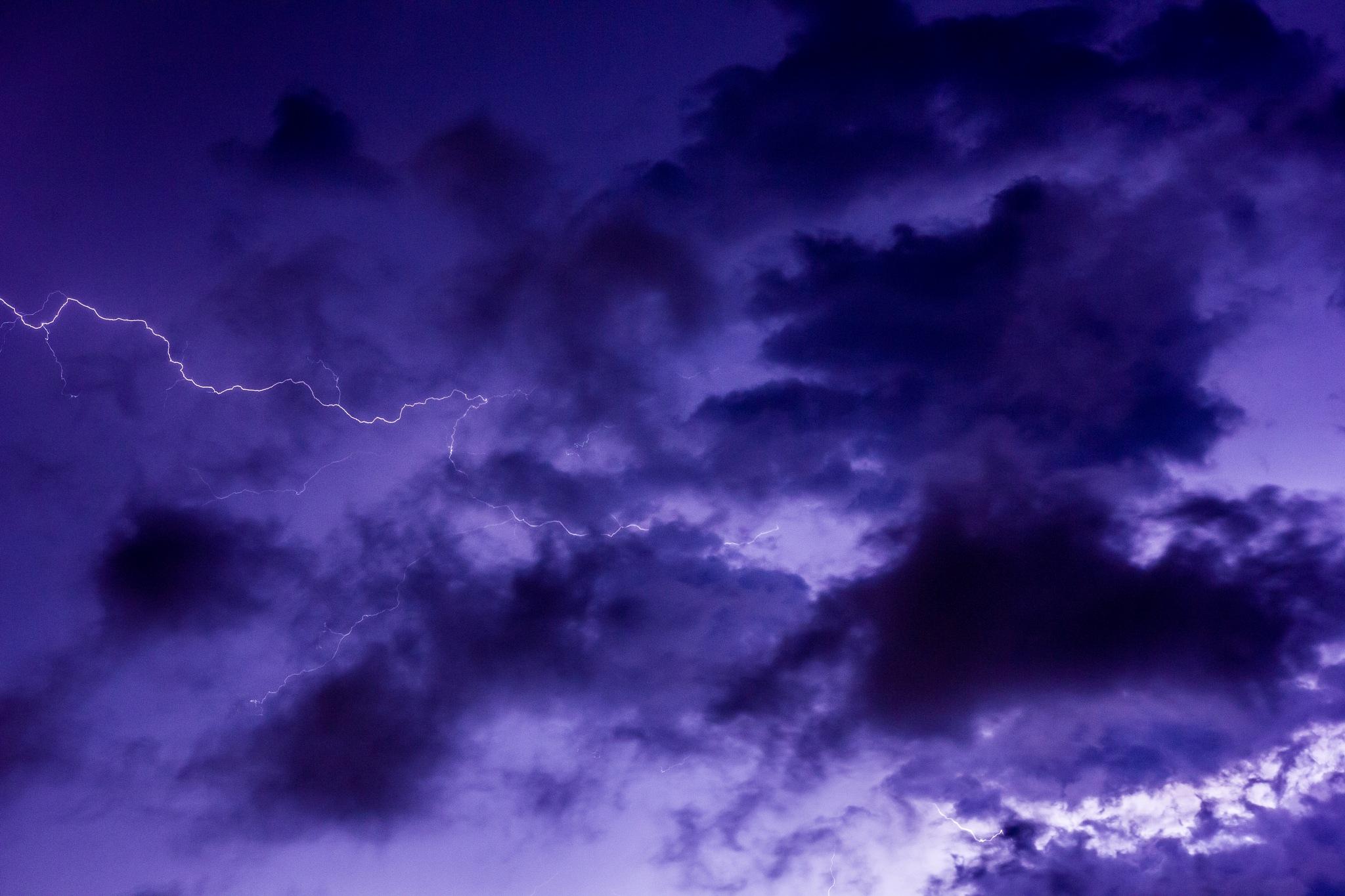 Thunderstorm by Hofi Styluz